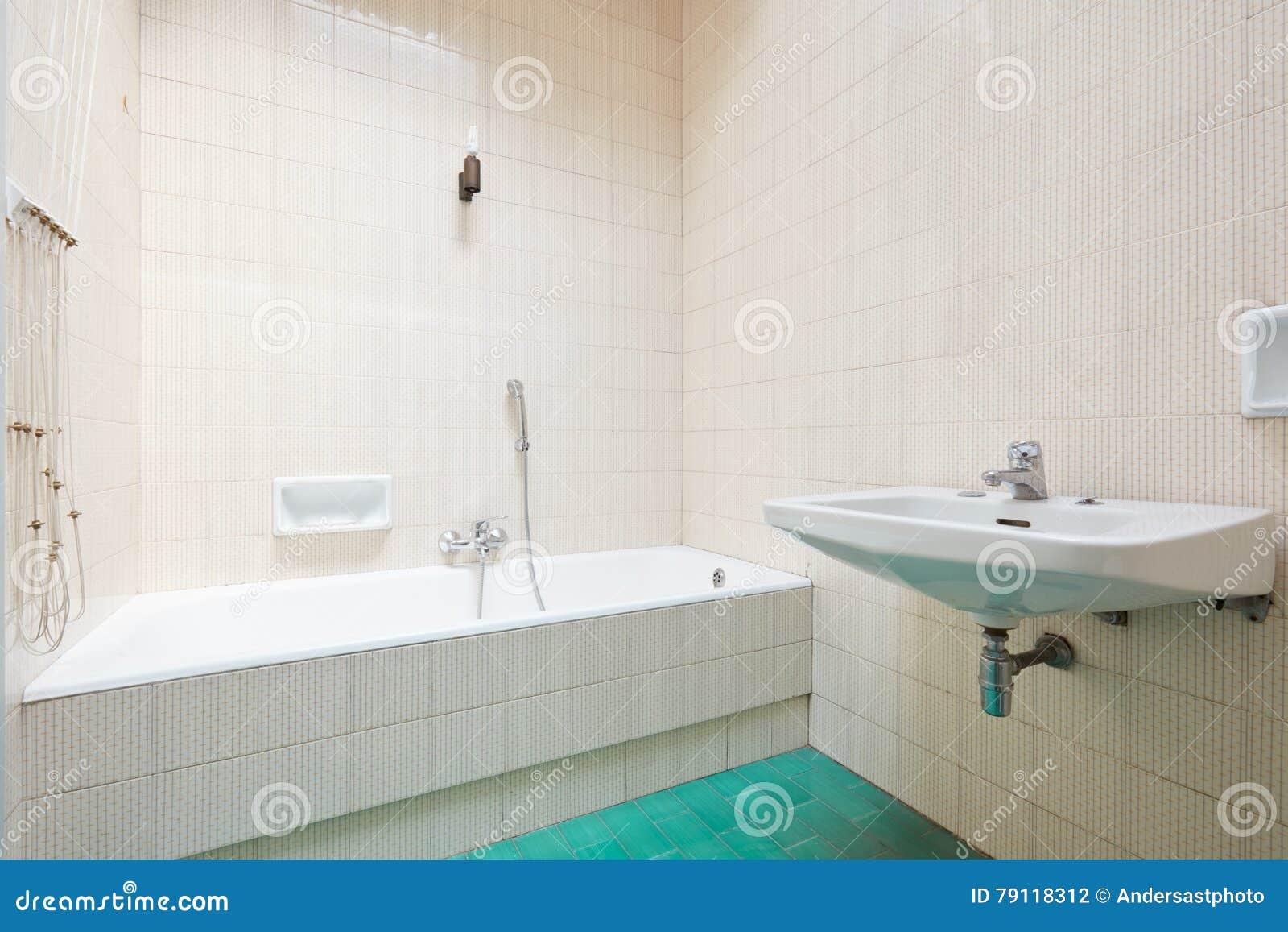 Altes Badezimmer Mit Ziegeln Gedeckter Innenraum Mit Badewanne