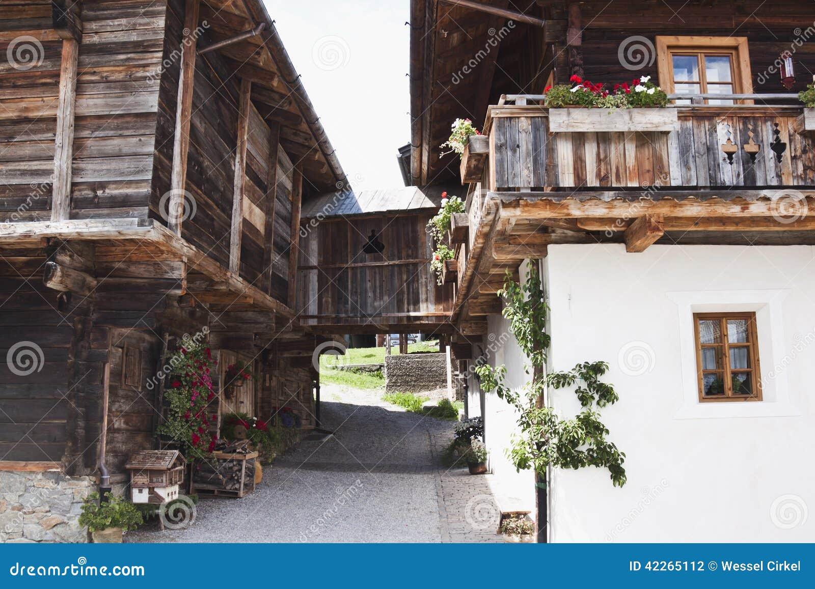 altes bauernhaus in obertilliach sterreich stockfoto bild 42265112. Black Bedroom Furniture Sets. Home Design Ideas