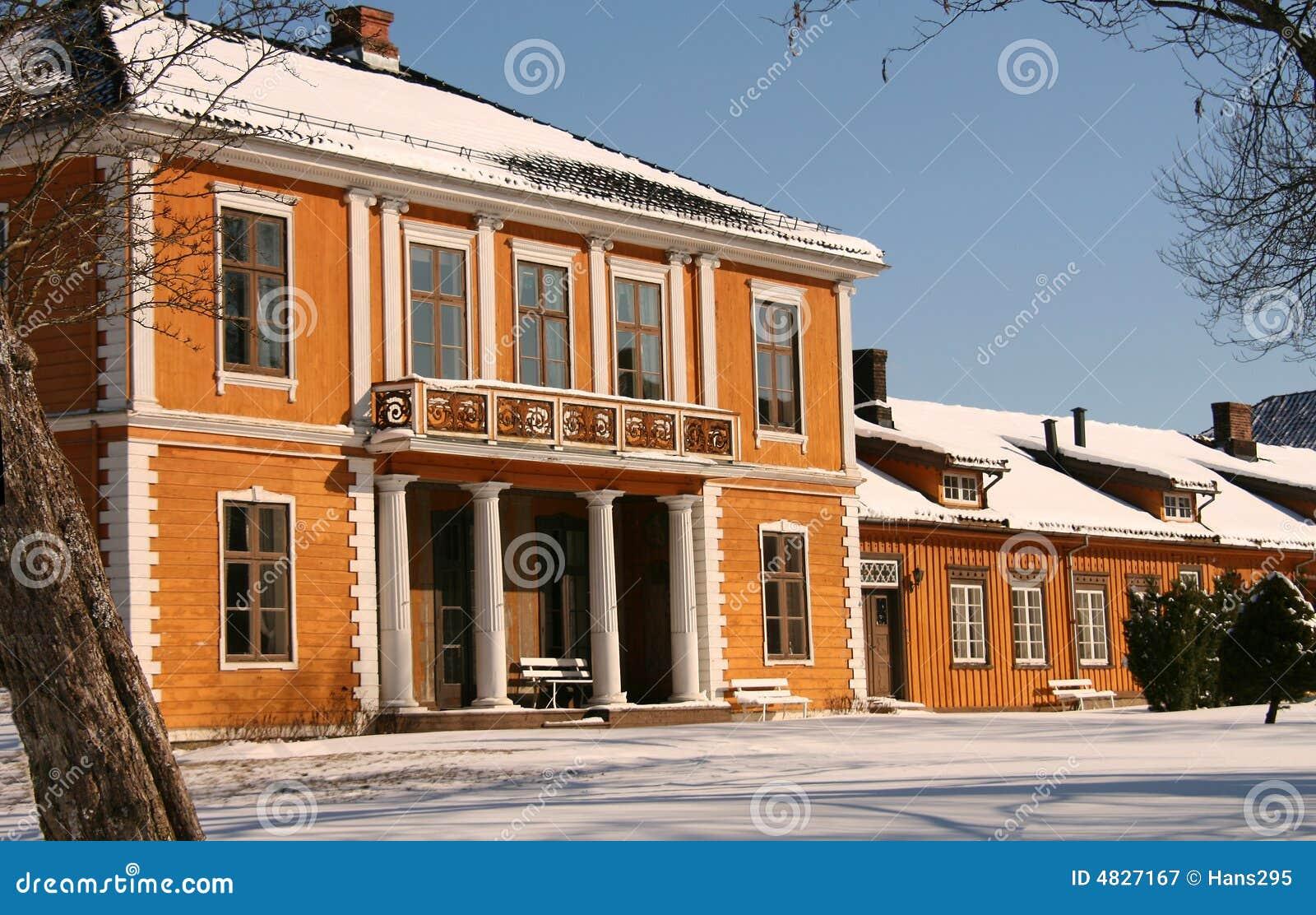 Altes Bauernhof- und Schulgebäude