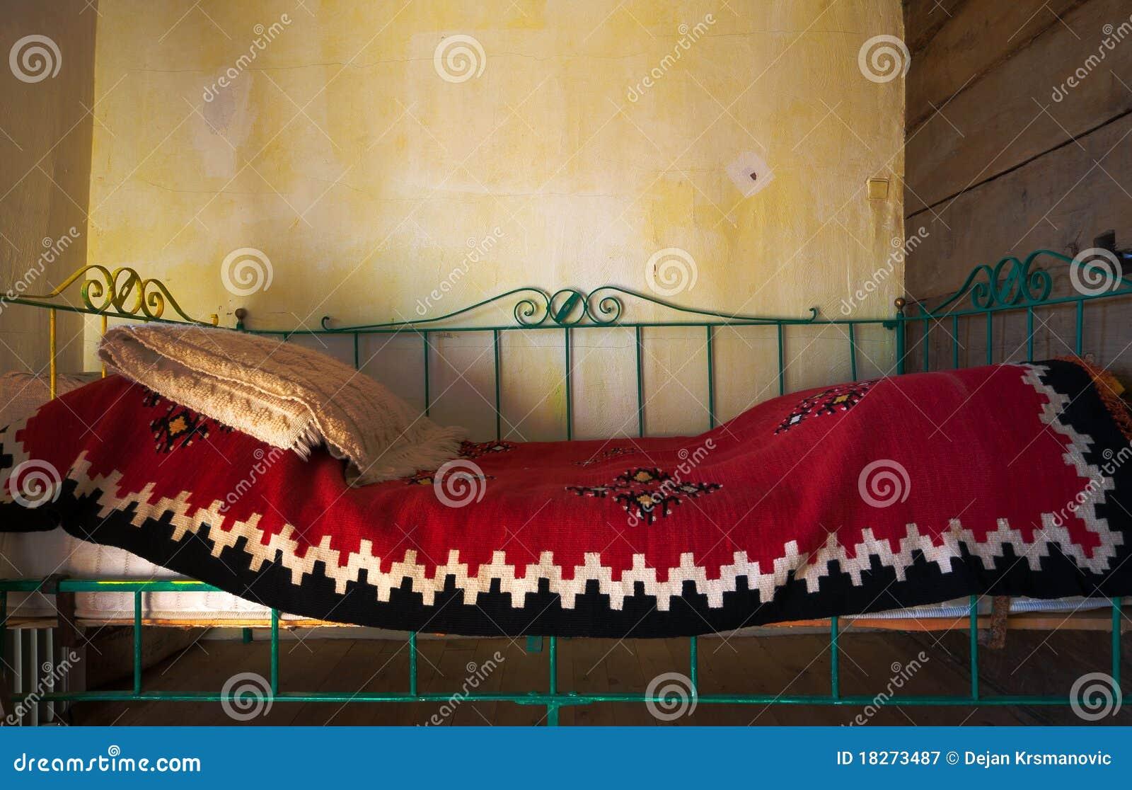altes bett lizenzfreie stockfotografie bild 18273487. Black Bedroom Furniture Sets. Home Design Ideas