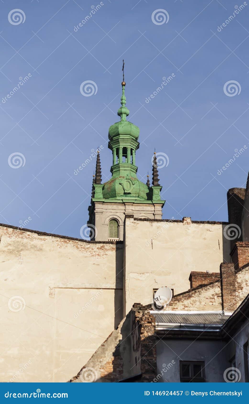 Altes Dach der Kirche in Lemberg-ukrain