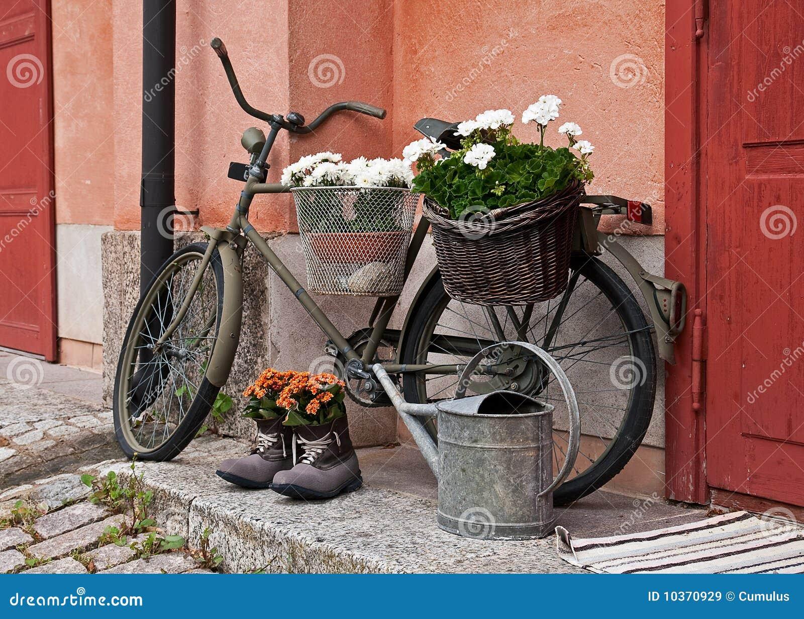 Altes fahrrad stockbild bild von schuhe k rbe dekoration 10370929 - Dekoration fahrrad ...