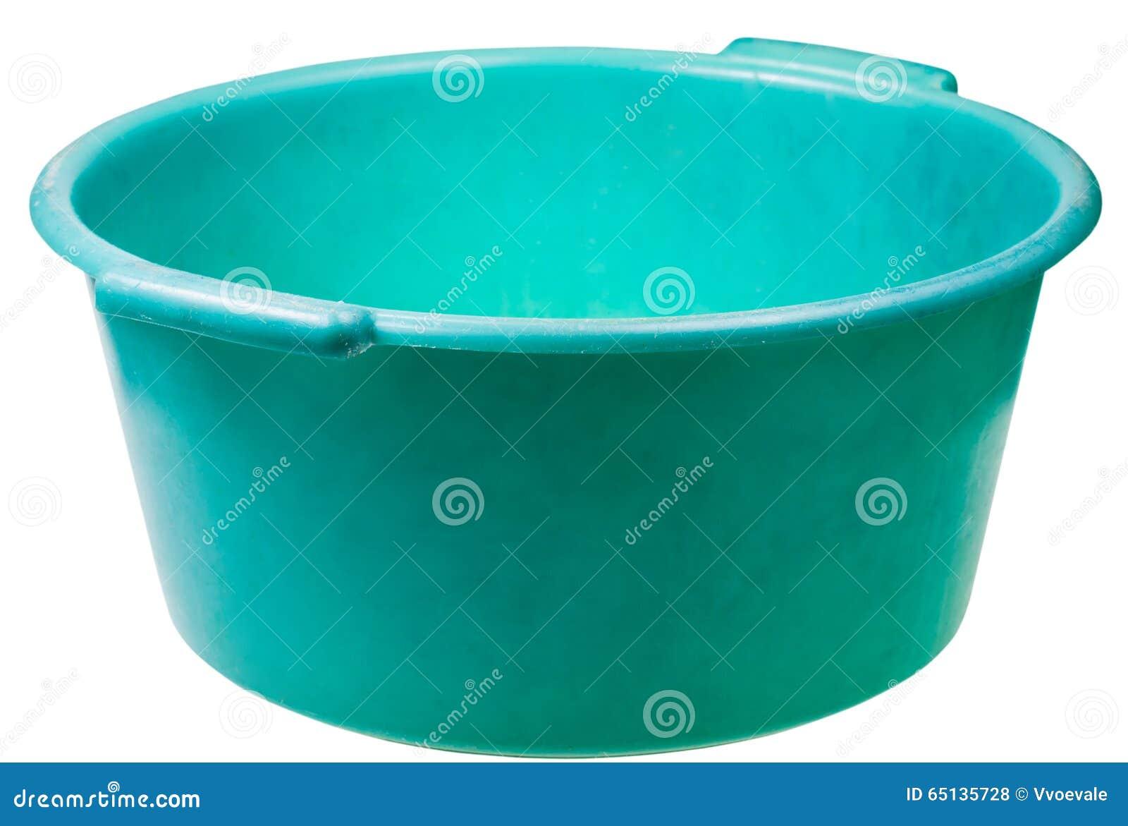 Altes grünes rundes PlastikWaschbecken lokalisiert