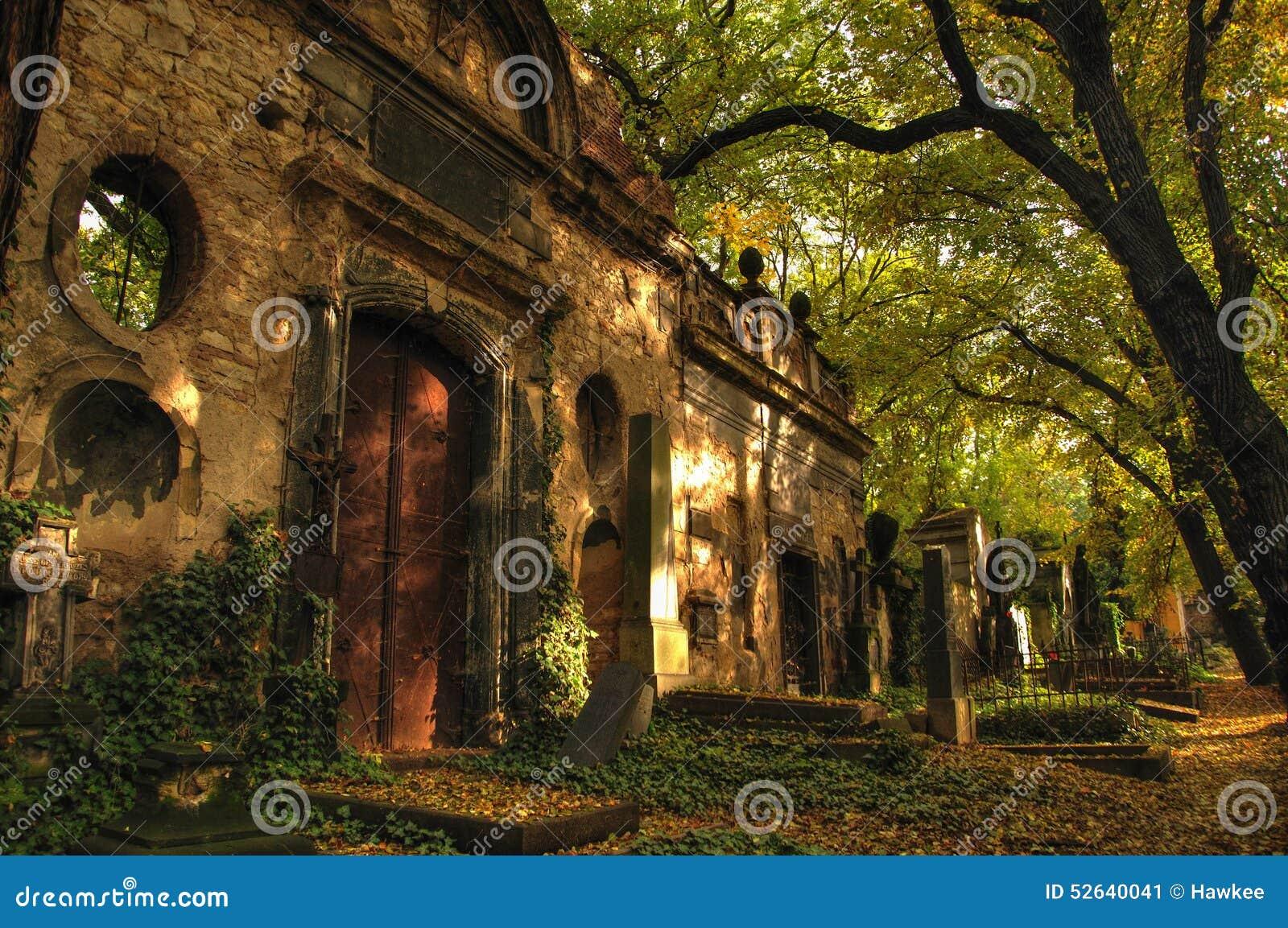 Altes Grab auf Olsany-Kirchhof in Prag