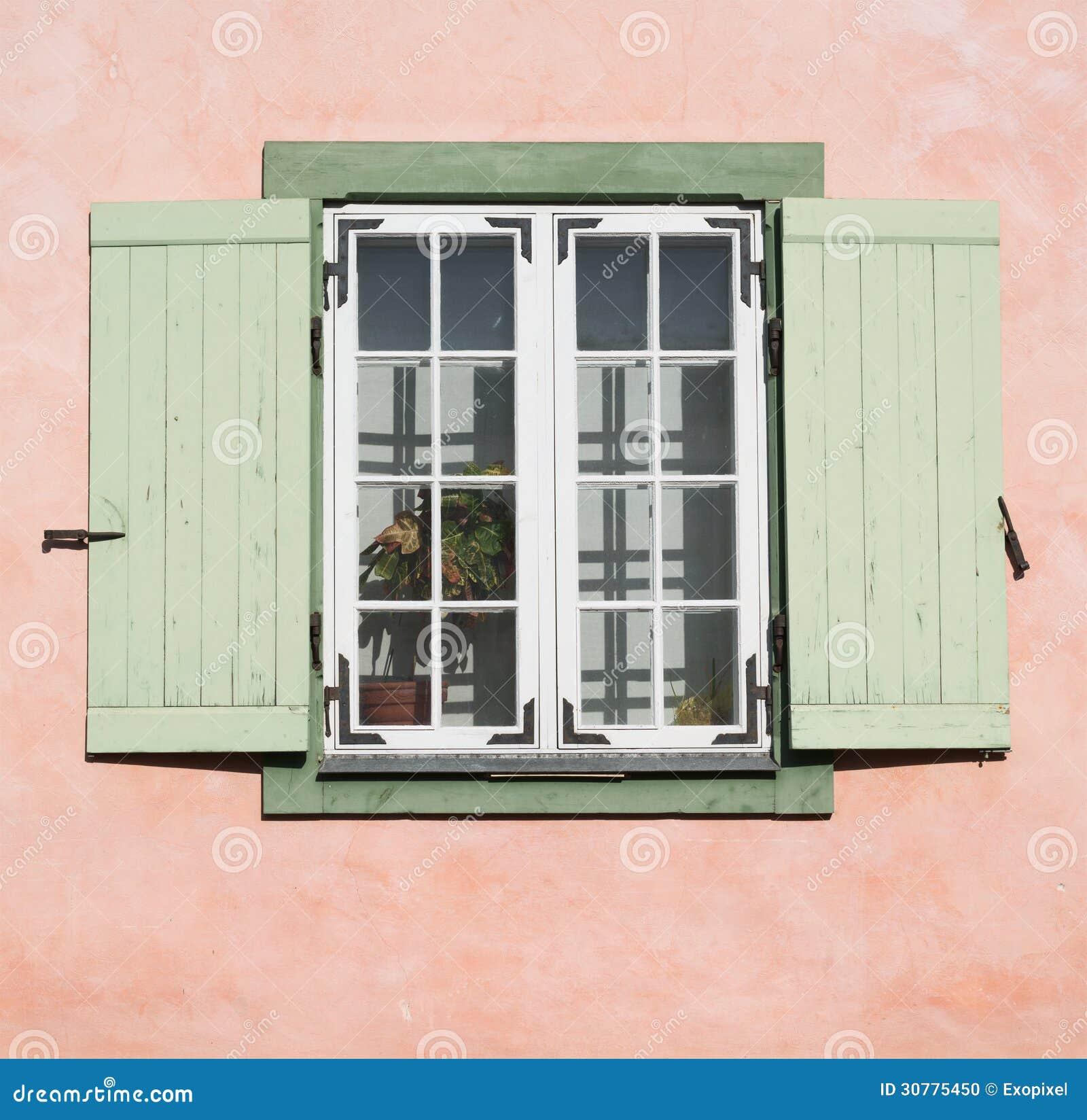 altes h lzernes fenster mit ge ffneten fensterladenvorh ngen stockfoto bild 30775450. Black Bedroom Furniture Sets. Home Design Ideas