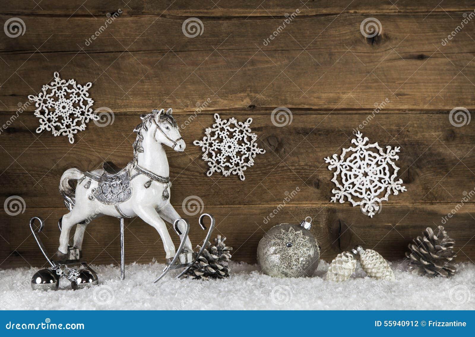 altes h lzernes pferd auf einem hintergrund mit schnee. Black Bedroom Furniture Sets. Home Design Ideas