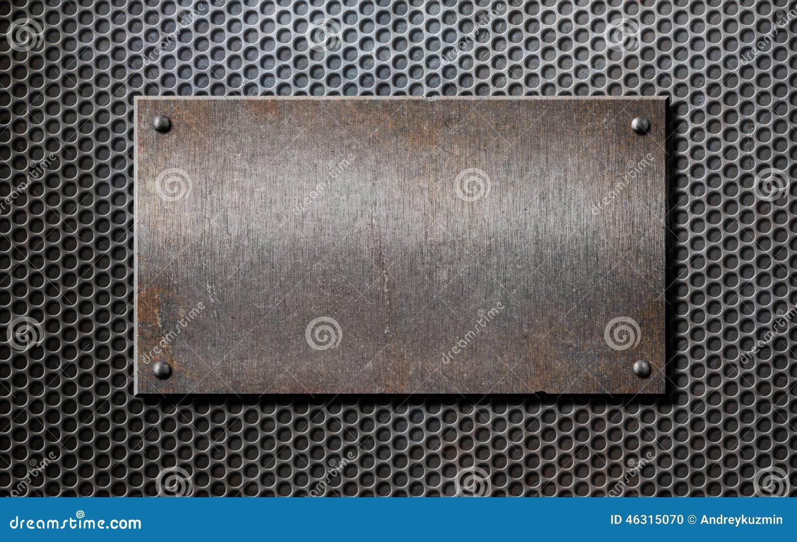 Altes Metallrostige oder rustikale Platte über Gitter