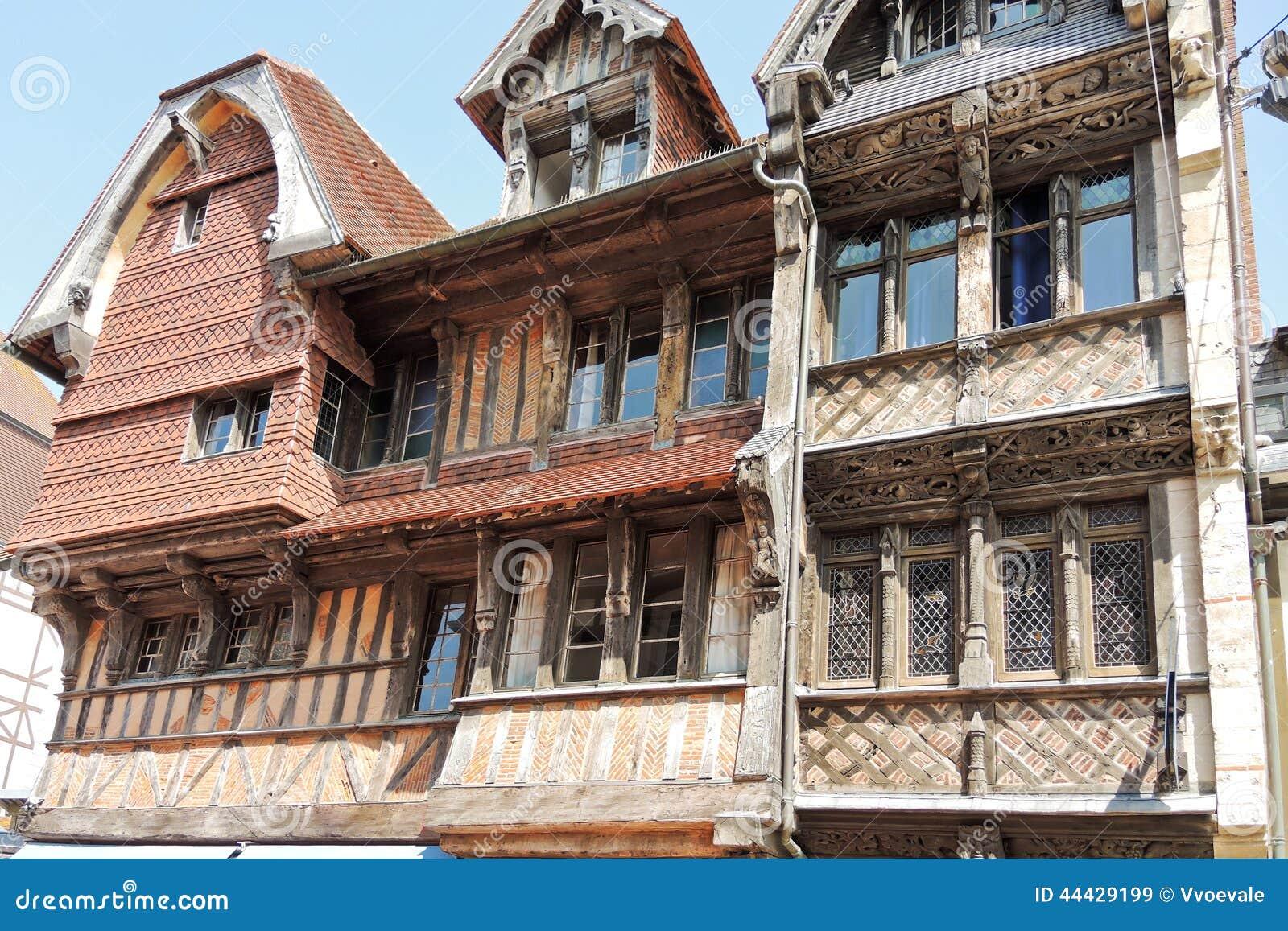 Altes mittelalterliches fachwerkhaus in etretat stadt - Hotel etretat piscine interieure ...