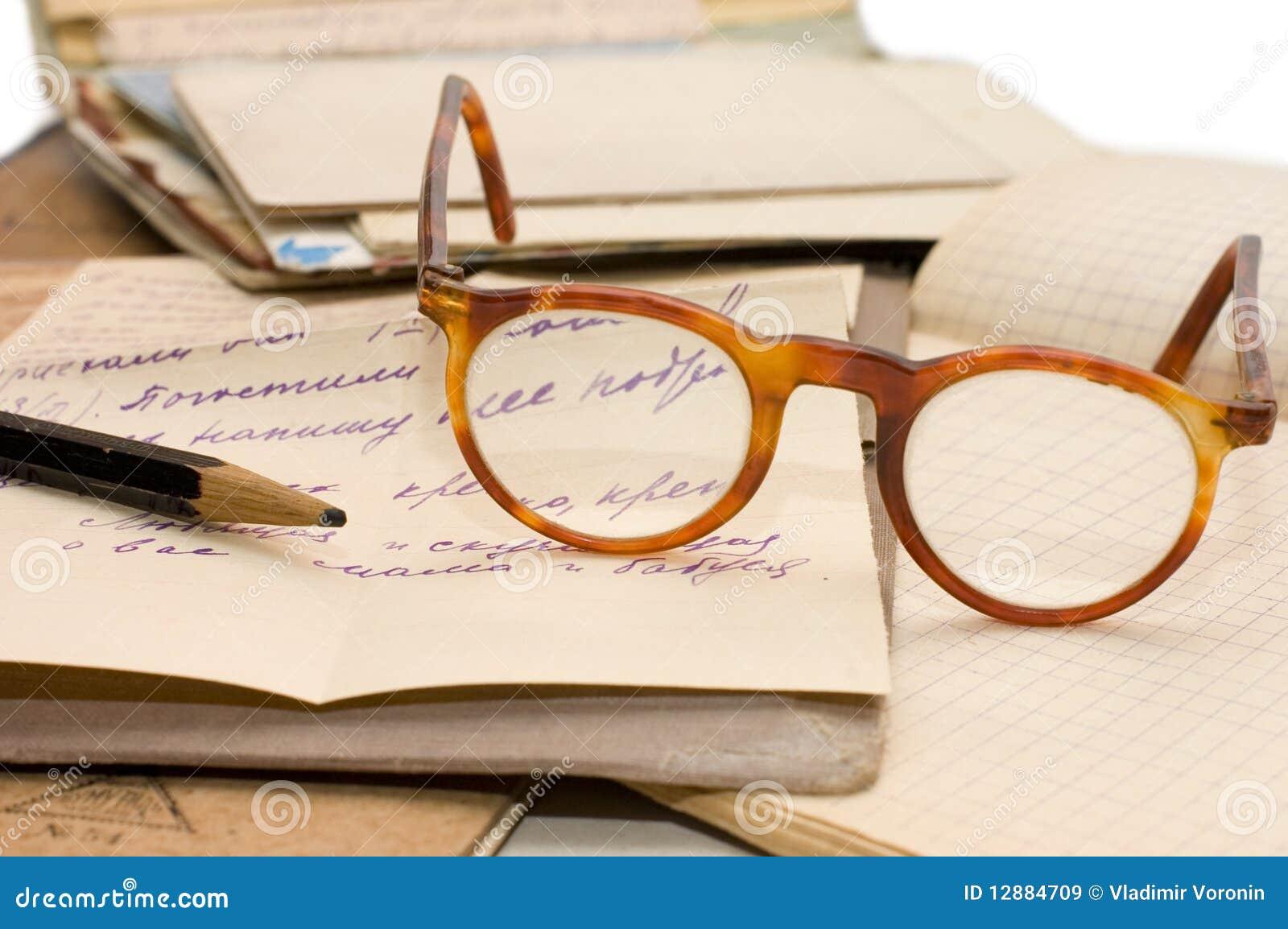 Altes Papier, alte Zeichen und Umschläge