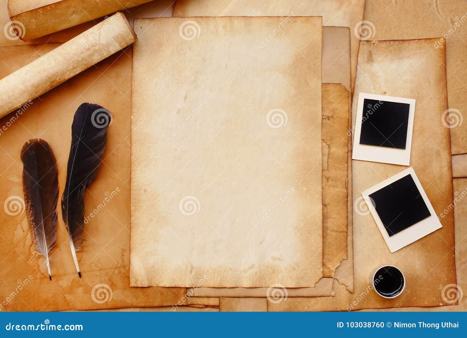 altes papier mit feder und tinte fotorahmen stockfoto bild von gru kommunikation 103038760. Black Bedroom Furniture Sets. Home Design Ideas