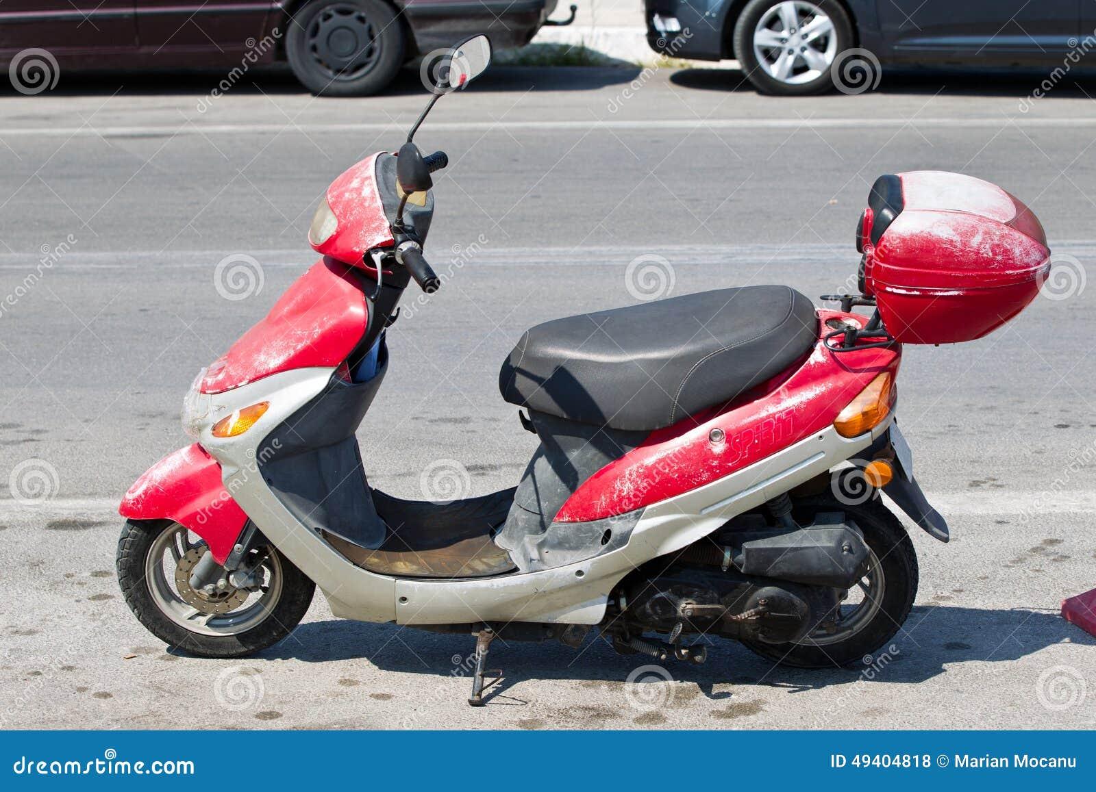 Download Altes rostiges Moped stockfoto. Bild von schmutzig, szene - 49404818