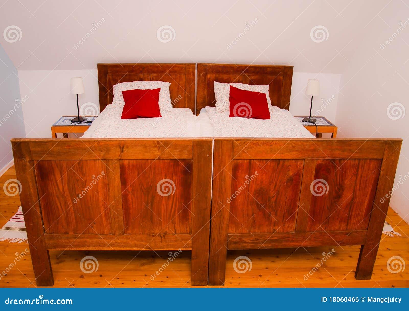 altes rustikales bett in der modernen wohnung lizenzfreies stockbild bild 18060466. Black Bedroom Furniture Sets. Home Design Ideas