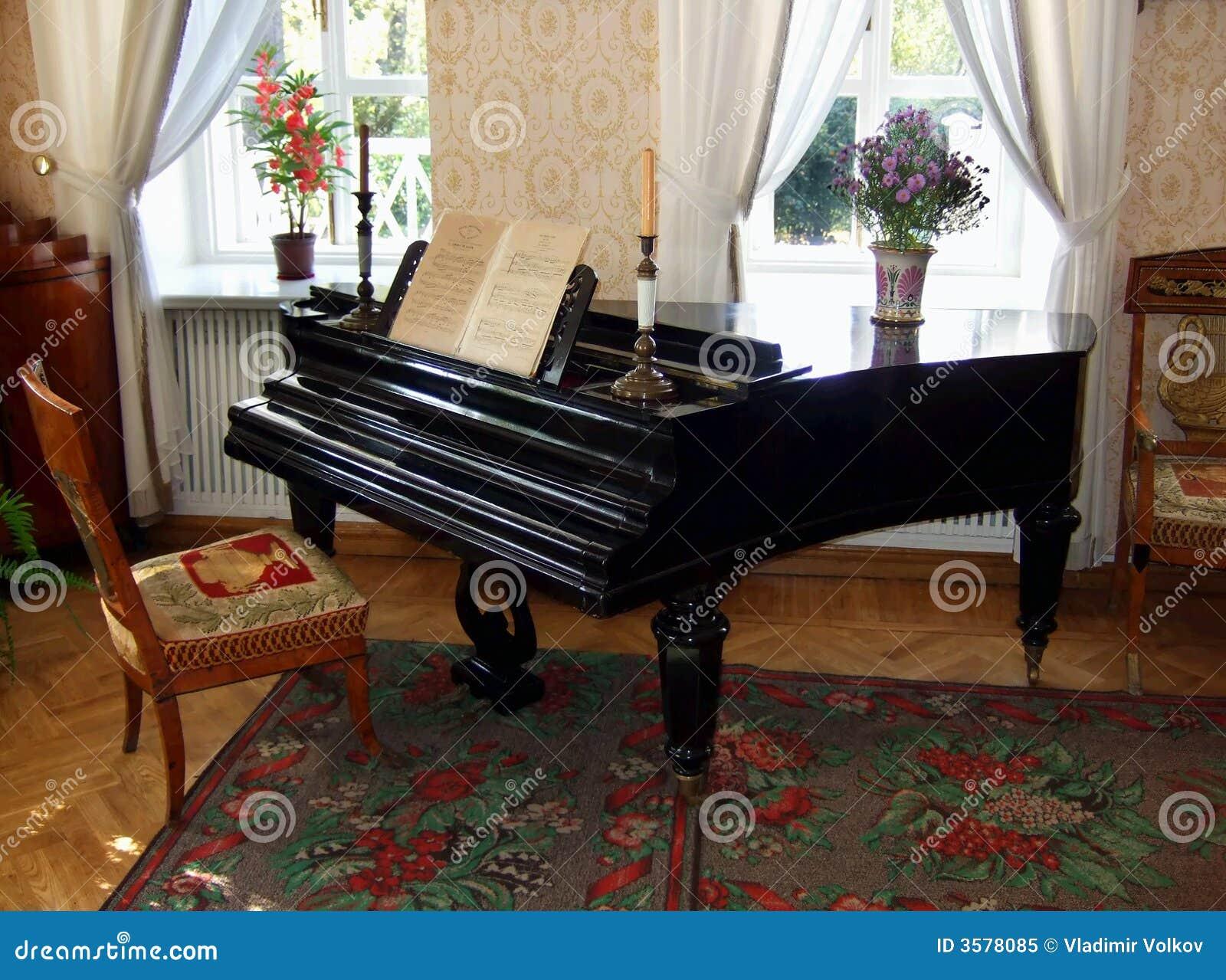 Altes schönes Klavier