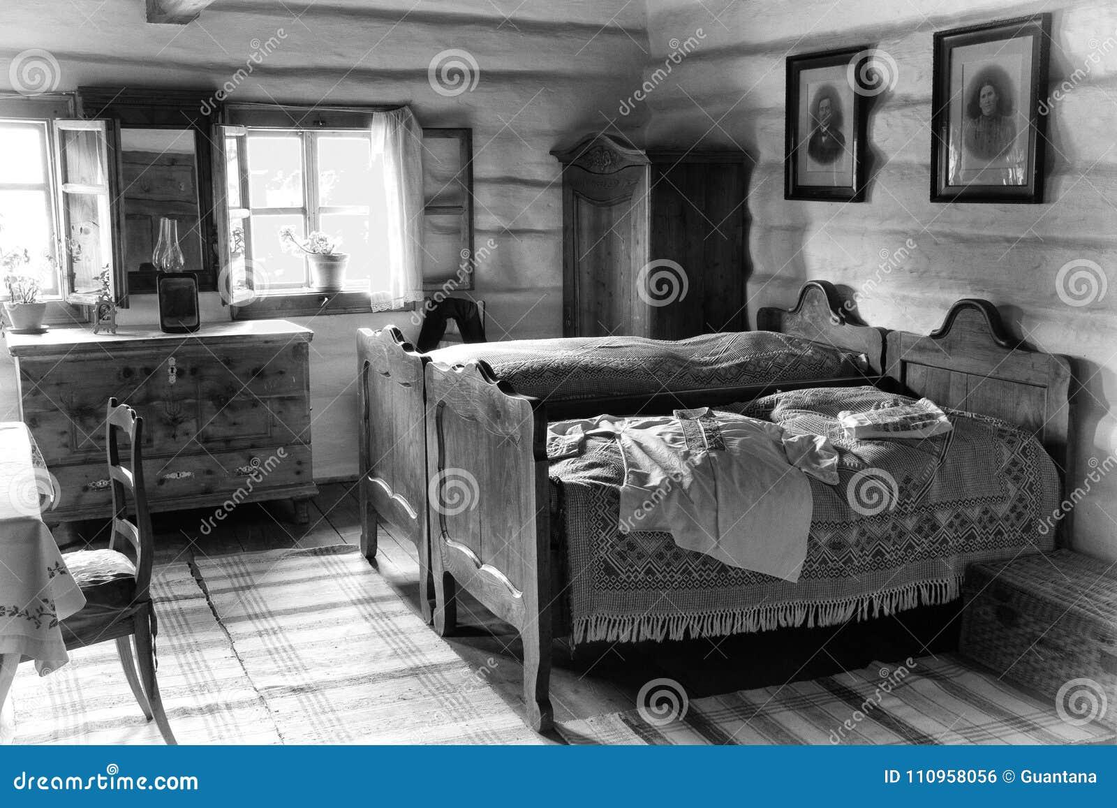 Altes Schlafzimmer redaktionelles foto. Bild von fische - 110958056
