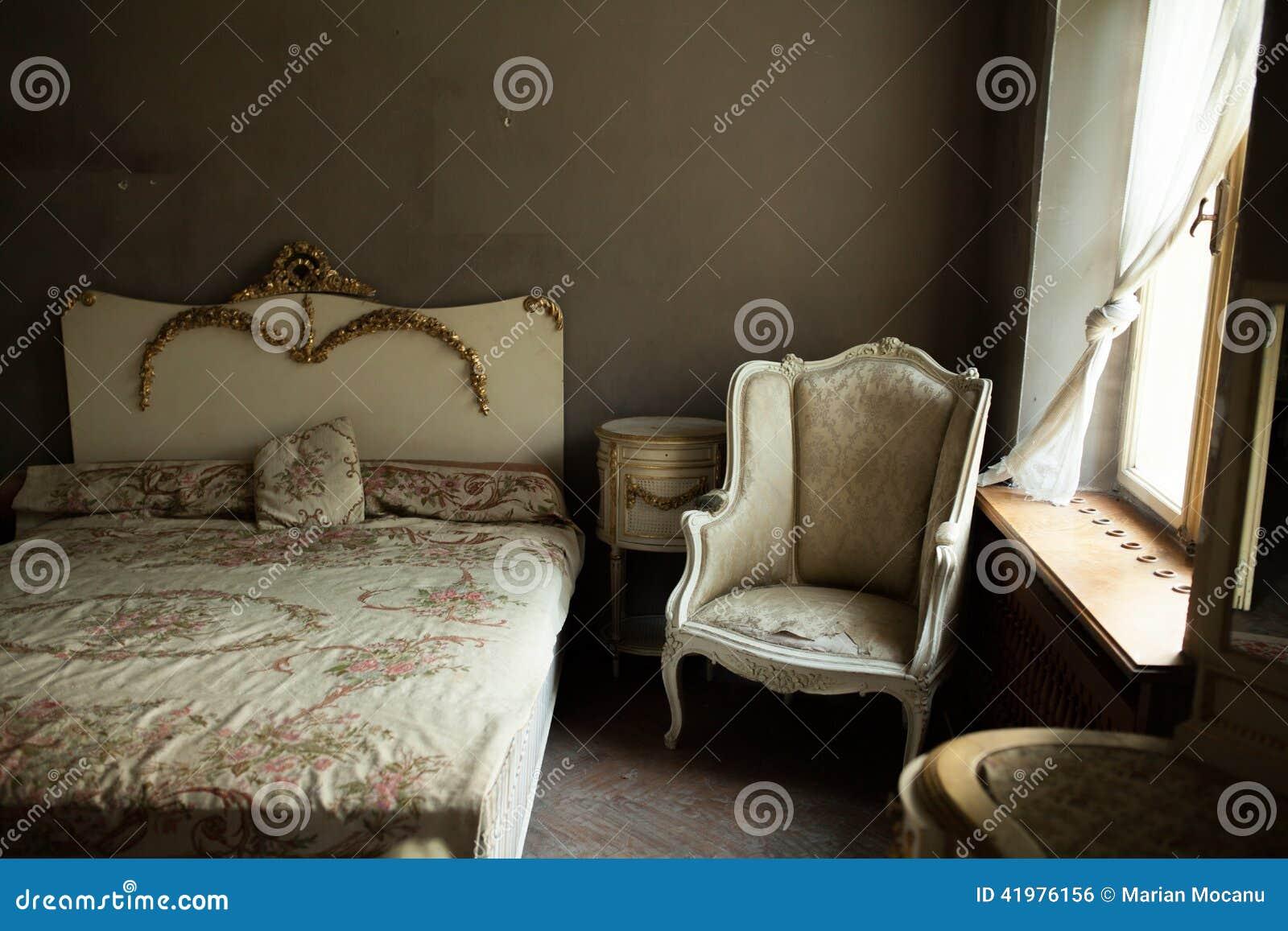 Altes Schlafzimmer stockfoto. Bild von auslegung, haus - 41976156