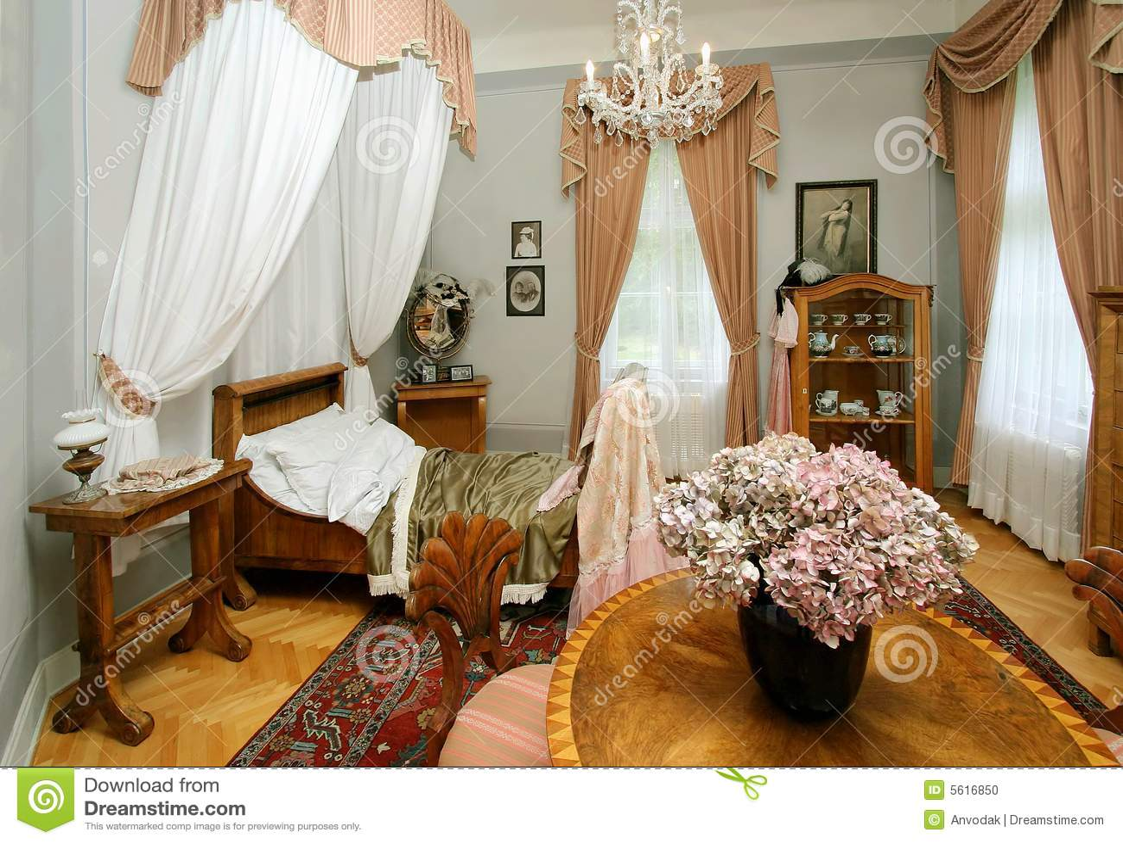 altes schlafzimmer stockfoto - bild: 5616850, Schlafzimmer entwurf