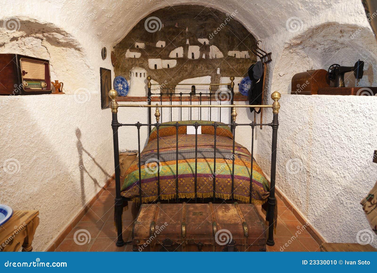 altes schlafzimmer in einem höhlehaus stockfoto - bild: 23330010, Schlafzimmer