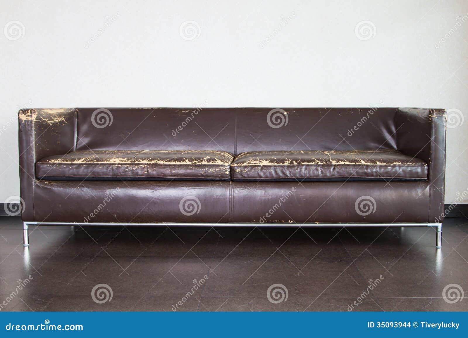 altes sofa stockfoto bild von leer bequem cozy bodenbelag 35093944. Black Bedroom Furniture Sets. Home Design Ideas