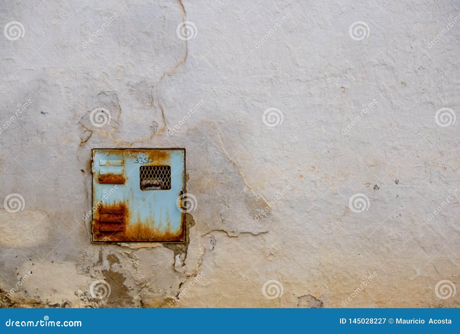 Altes und rostiges Strommeter