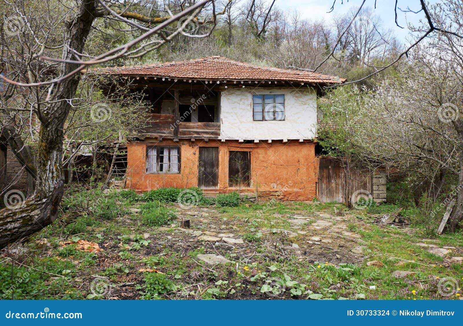 altes verlassenes holzhaus stockbilder bild 30733324. Black Bedroom Furniture Sets. Home Design Ideas