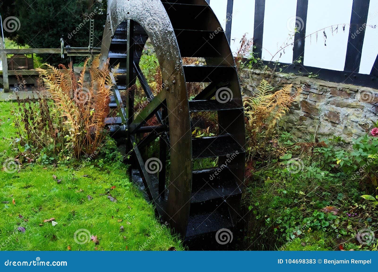 Altes Wasserrad Stockbild Bild Von Garten Brücke Stein 104698383