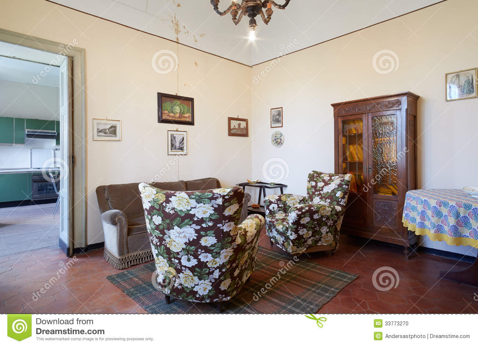 Altes wohnzimmer im landhaus stockfoto   bild: 33773270