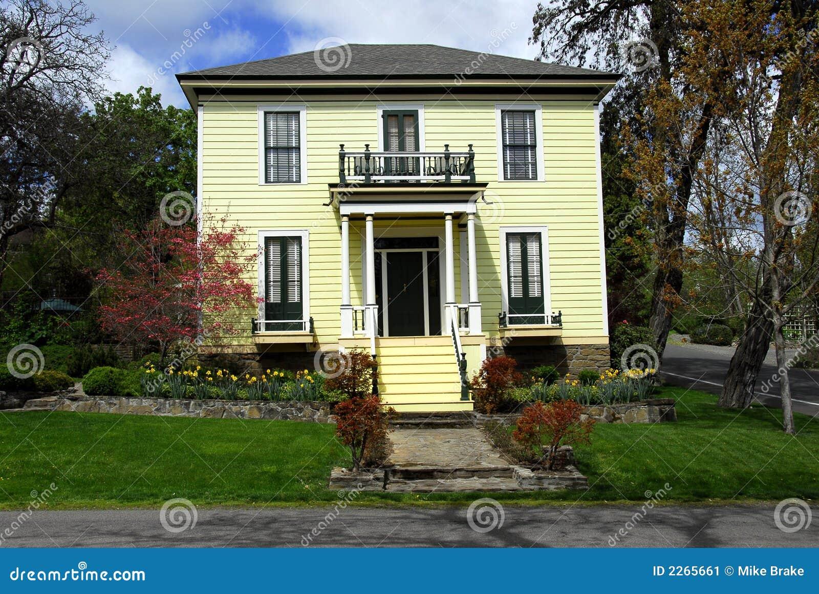 altmodisches haus stockbild bild von b ume architektur 2265661. Black Bedroom Furniture Sets. Home Design Ideas