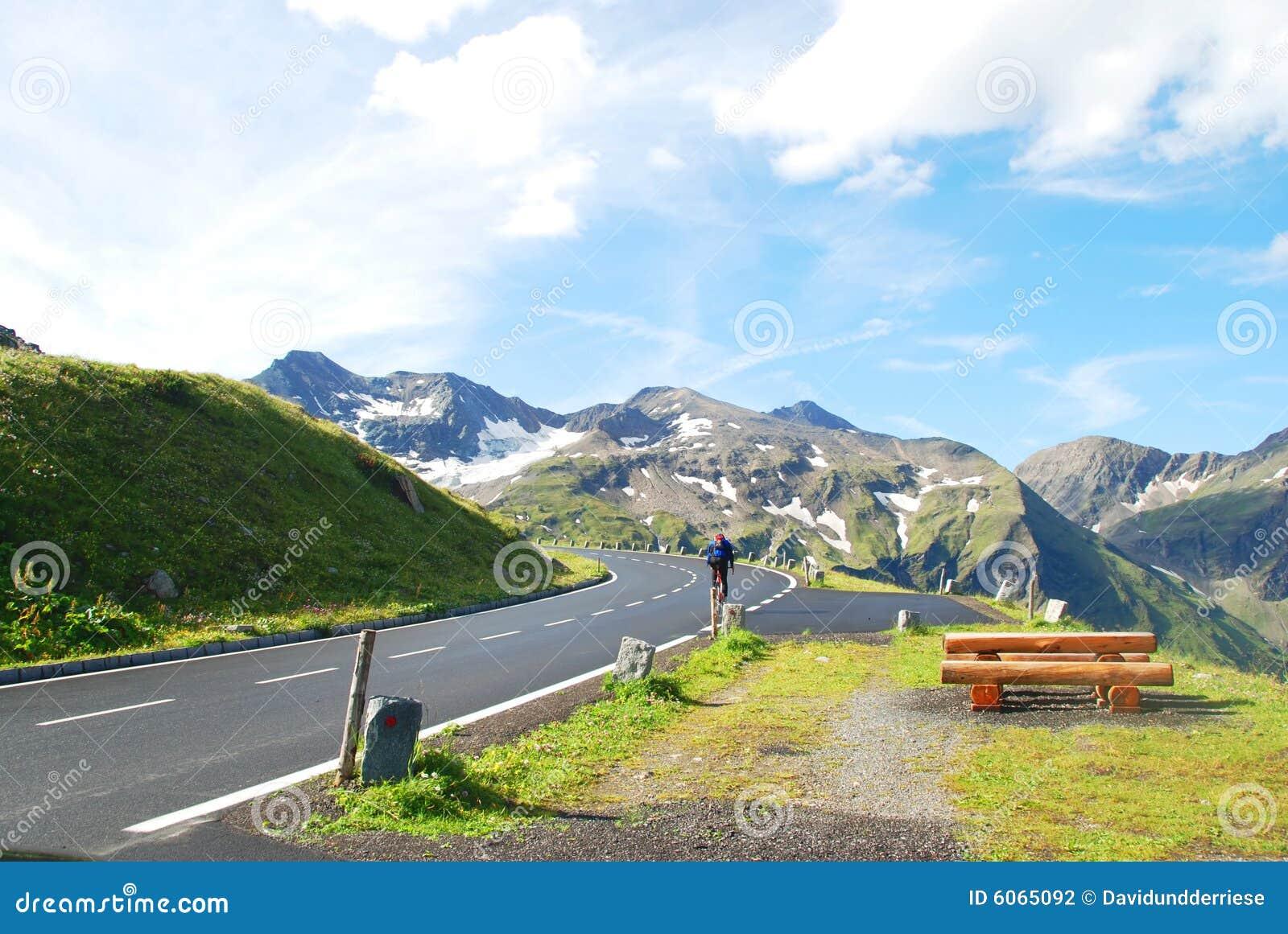 Alto camino alpestre de Grossglockner.