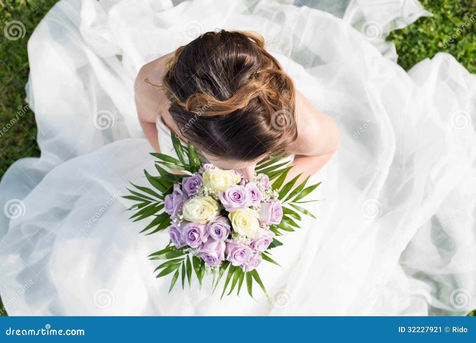 Alto punto di vista di una sposa