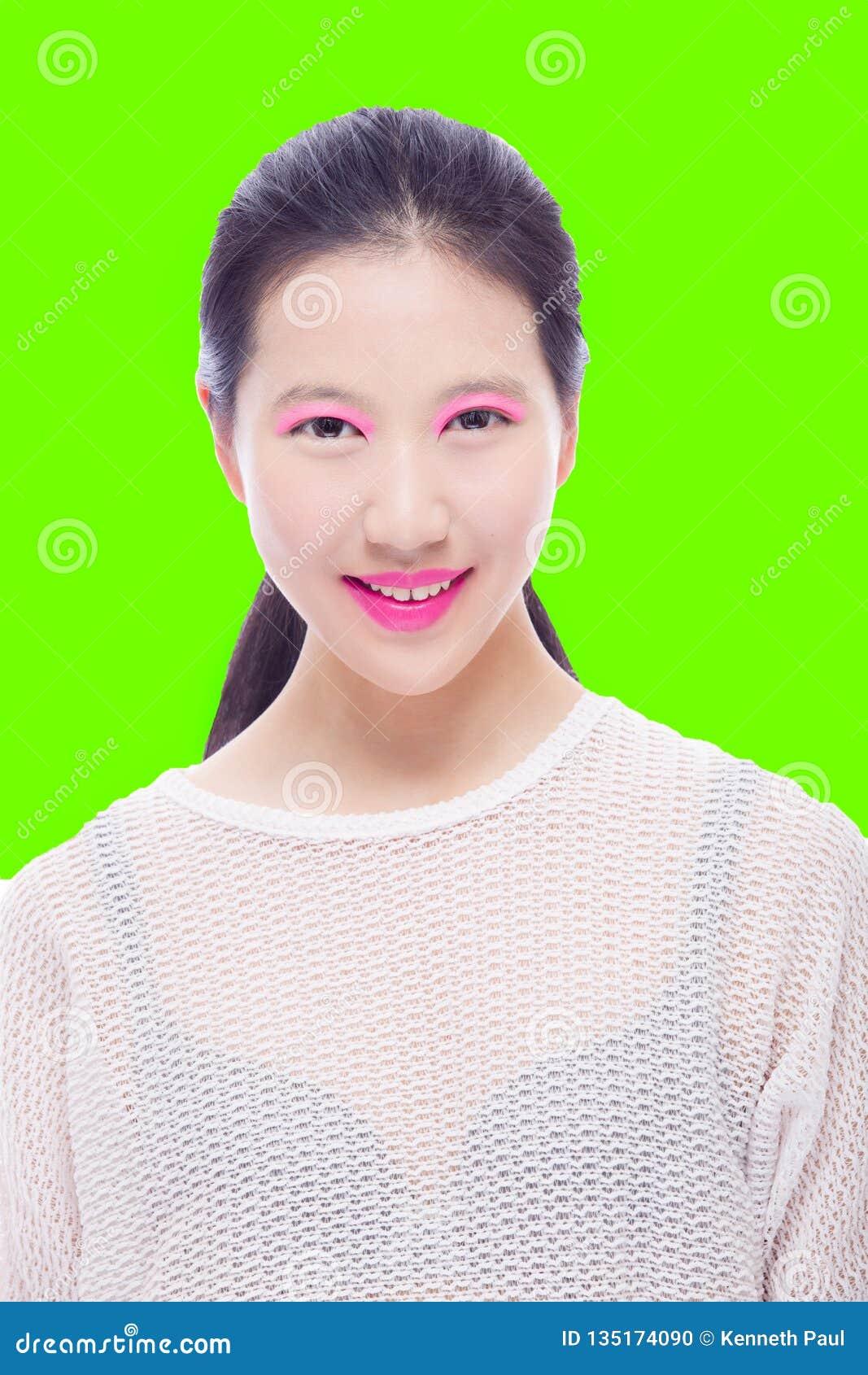 Alto ritratto chiave di bellezza della ragazza asiatica