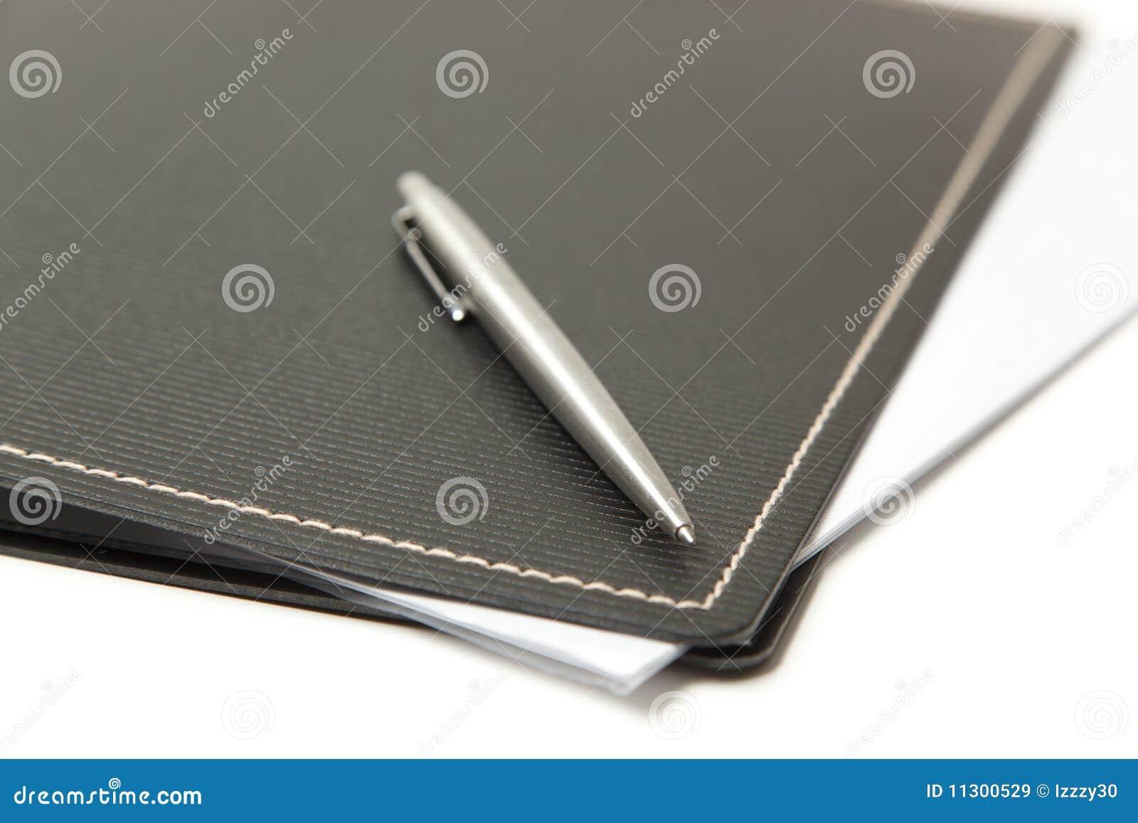 Alto vicino del dispositivo di piegatura e della penna