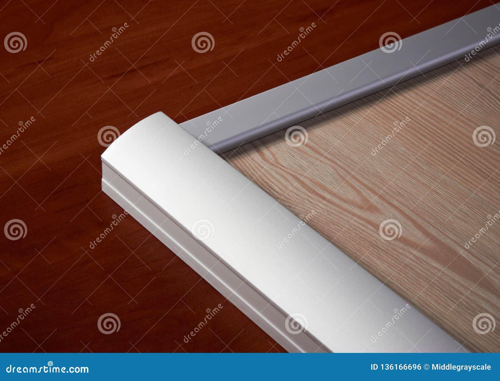 Aluminiowa sekcja i drewno