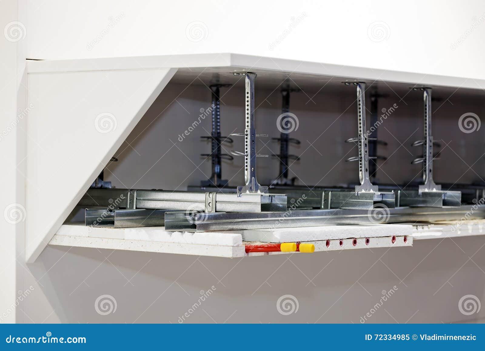 Aluminiumprofiler För Hylla Arkivfoto - Bild: 72334985
