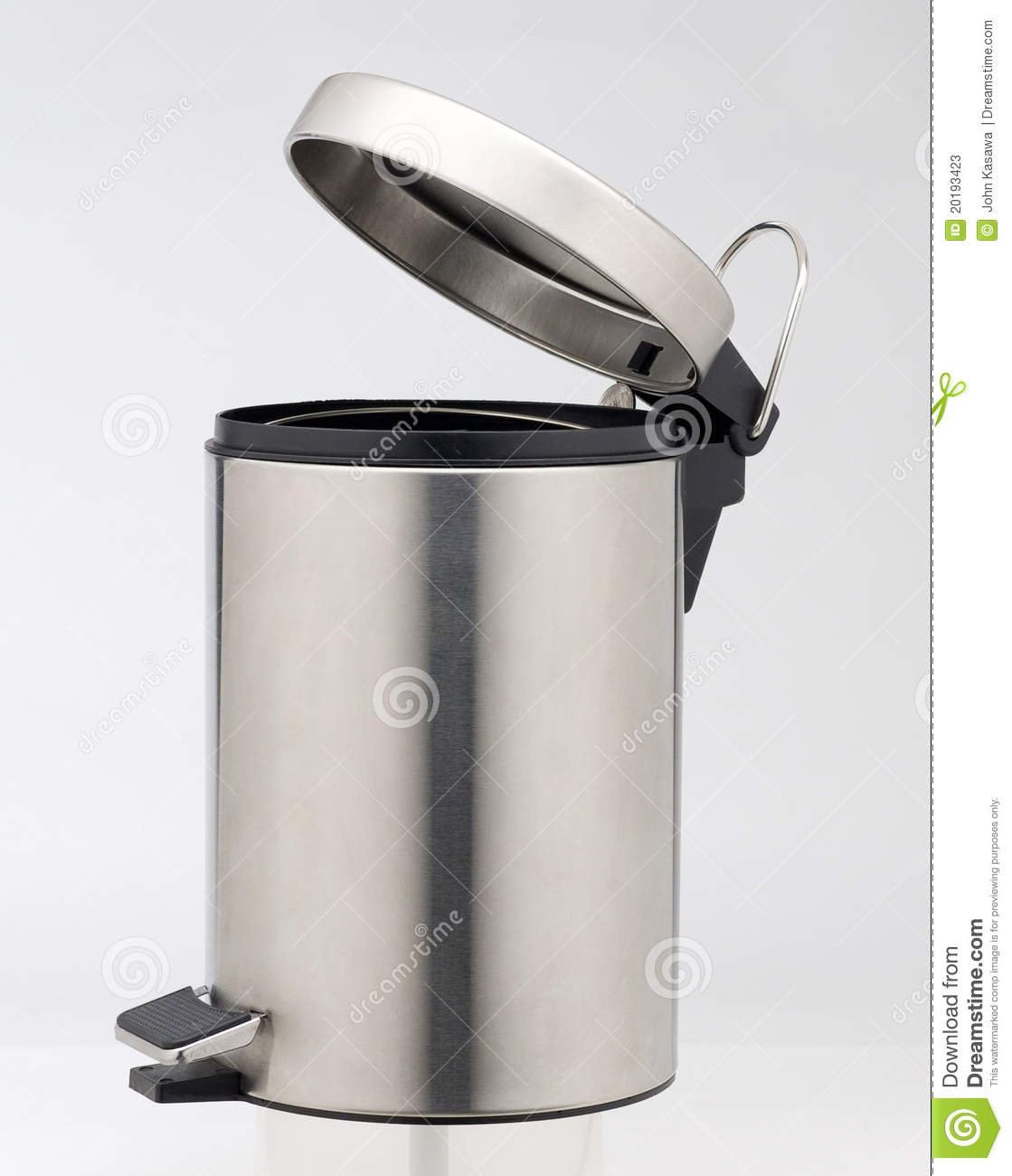 Aluminium Garbage Cans : Aluminum trash can stock photos image