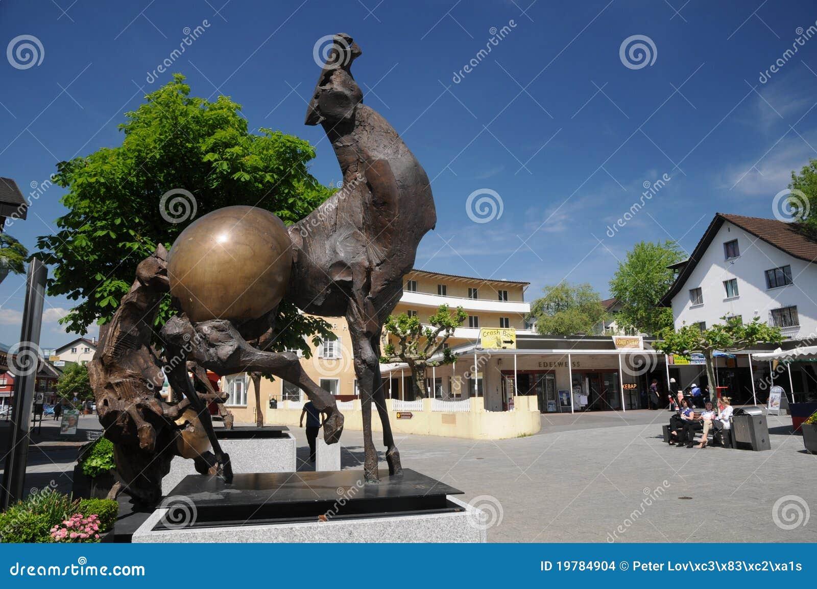 Alvezmittjulio modern skulptur vaduz