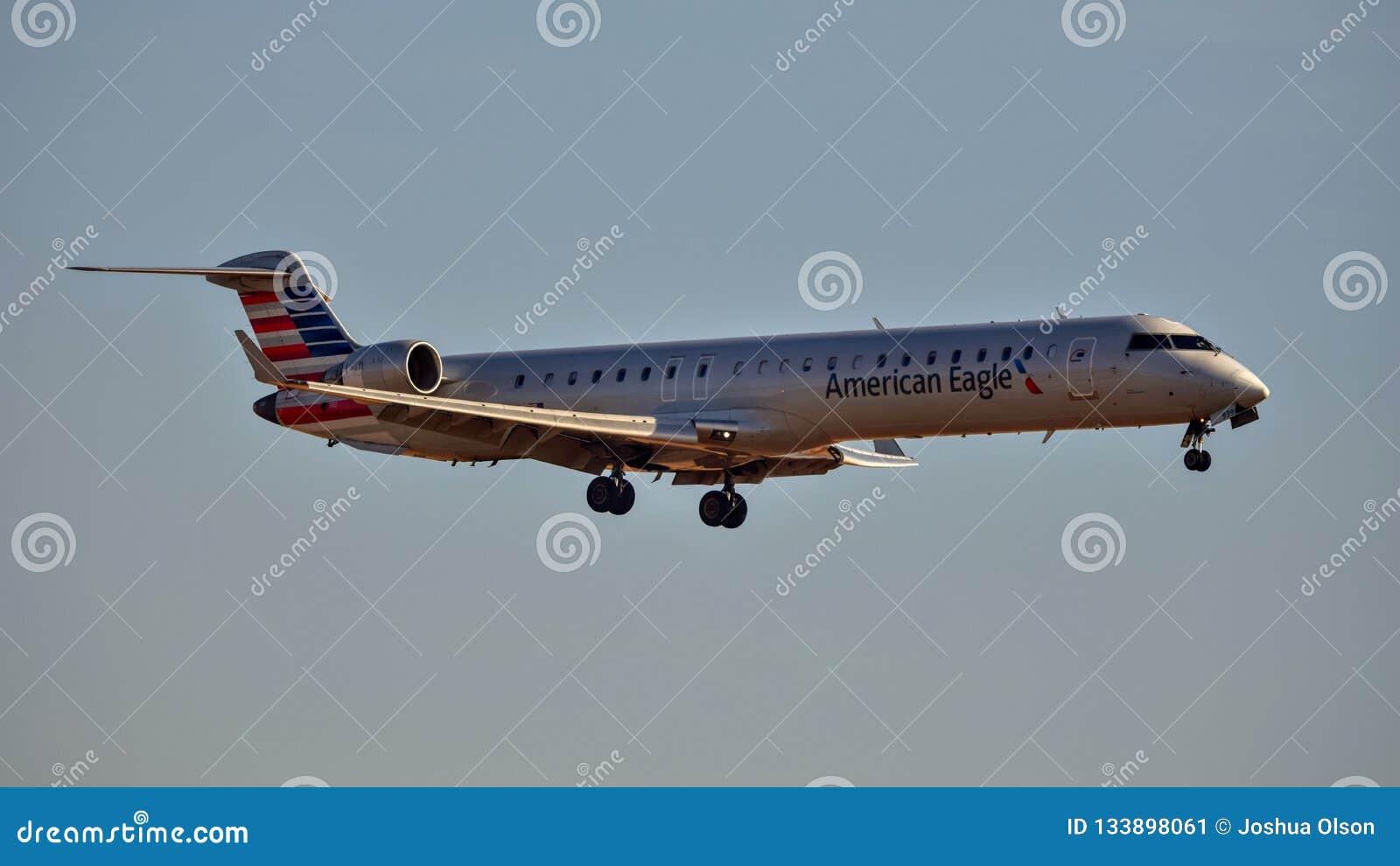 Américain Eagle Bombardier CRJ-900 entrant pour un atterrissage