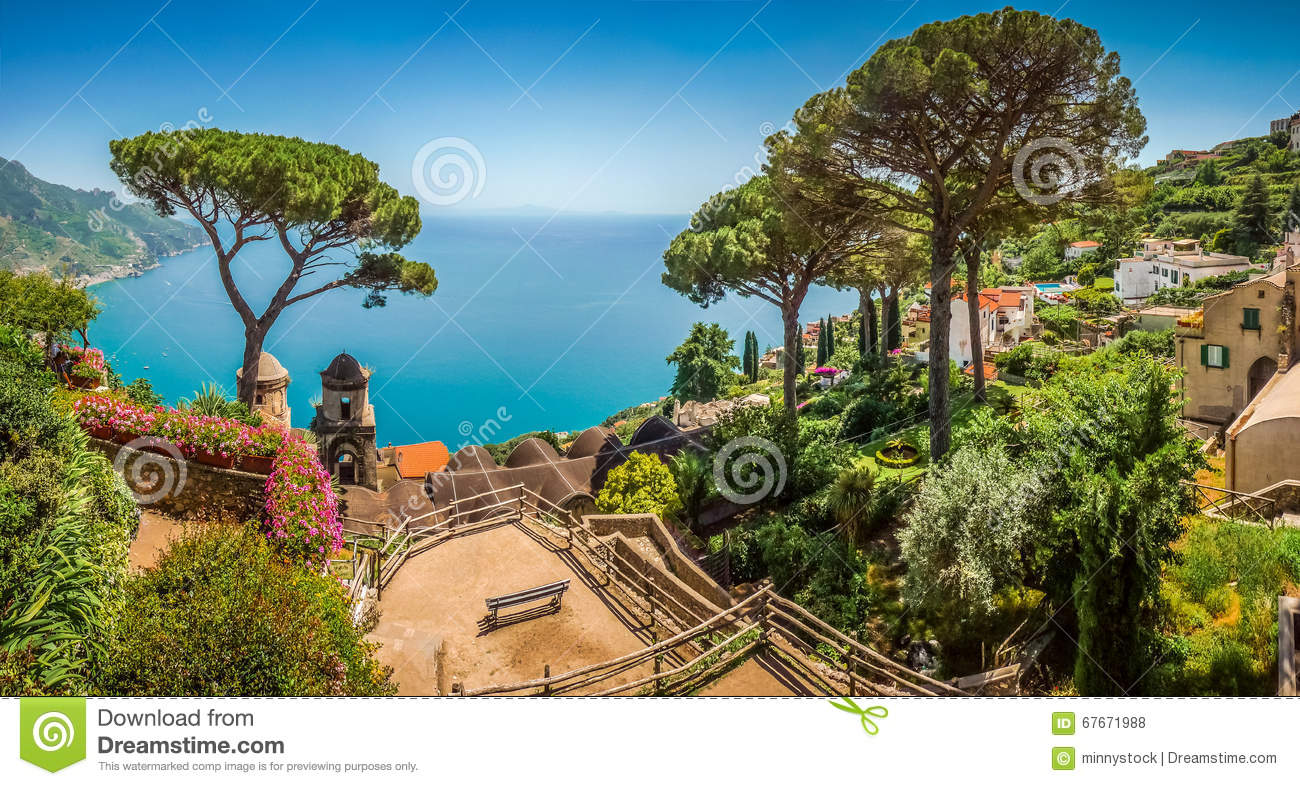Amalfi coast from villa rufolo gardens in ravello for Jardin villa rufolo