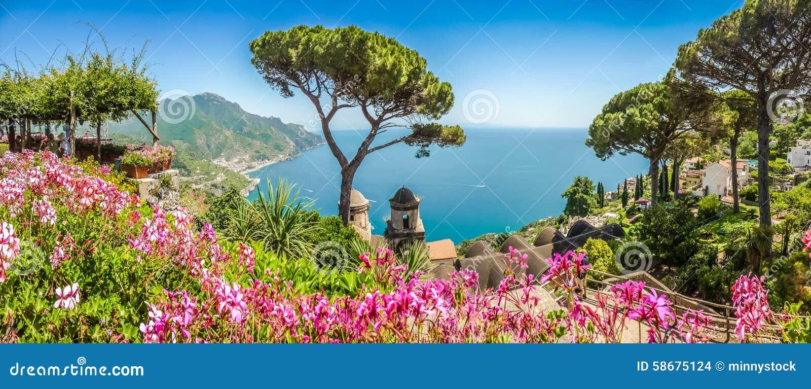 Amalfi wybrzeże od willi Rufolo uprawia ogródek w Ravello, Campania, Włochy