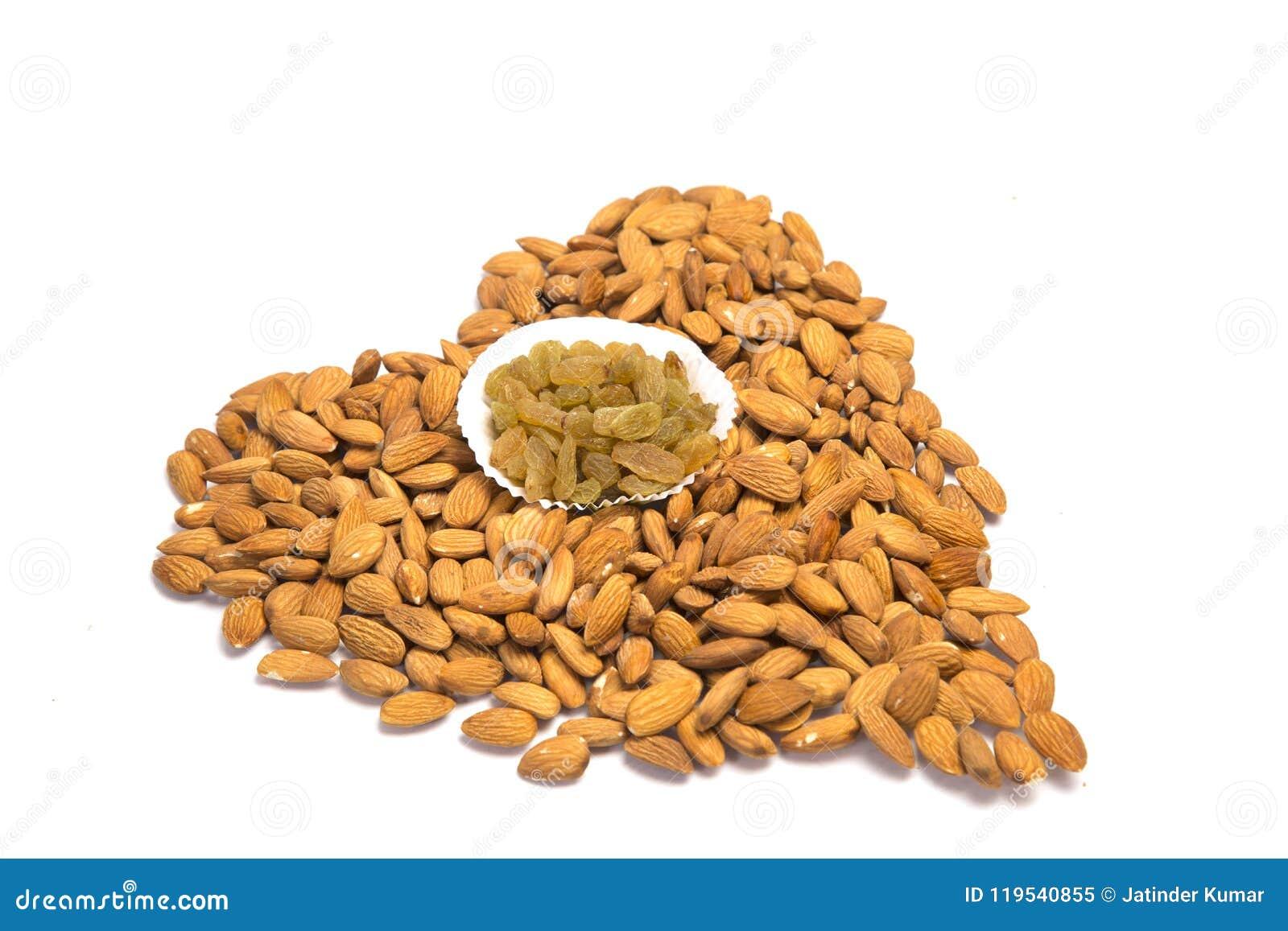Amandes avec le raisin sec