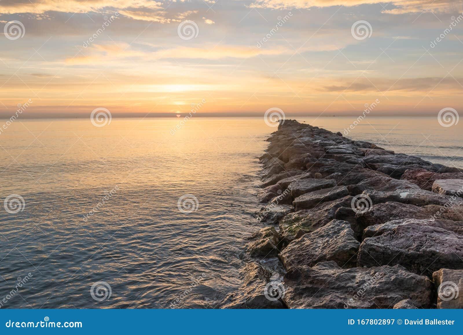 Amanecer En El Mar Stock Image Image Of Desde Abjo 167802897
