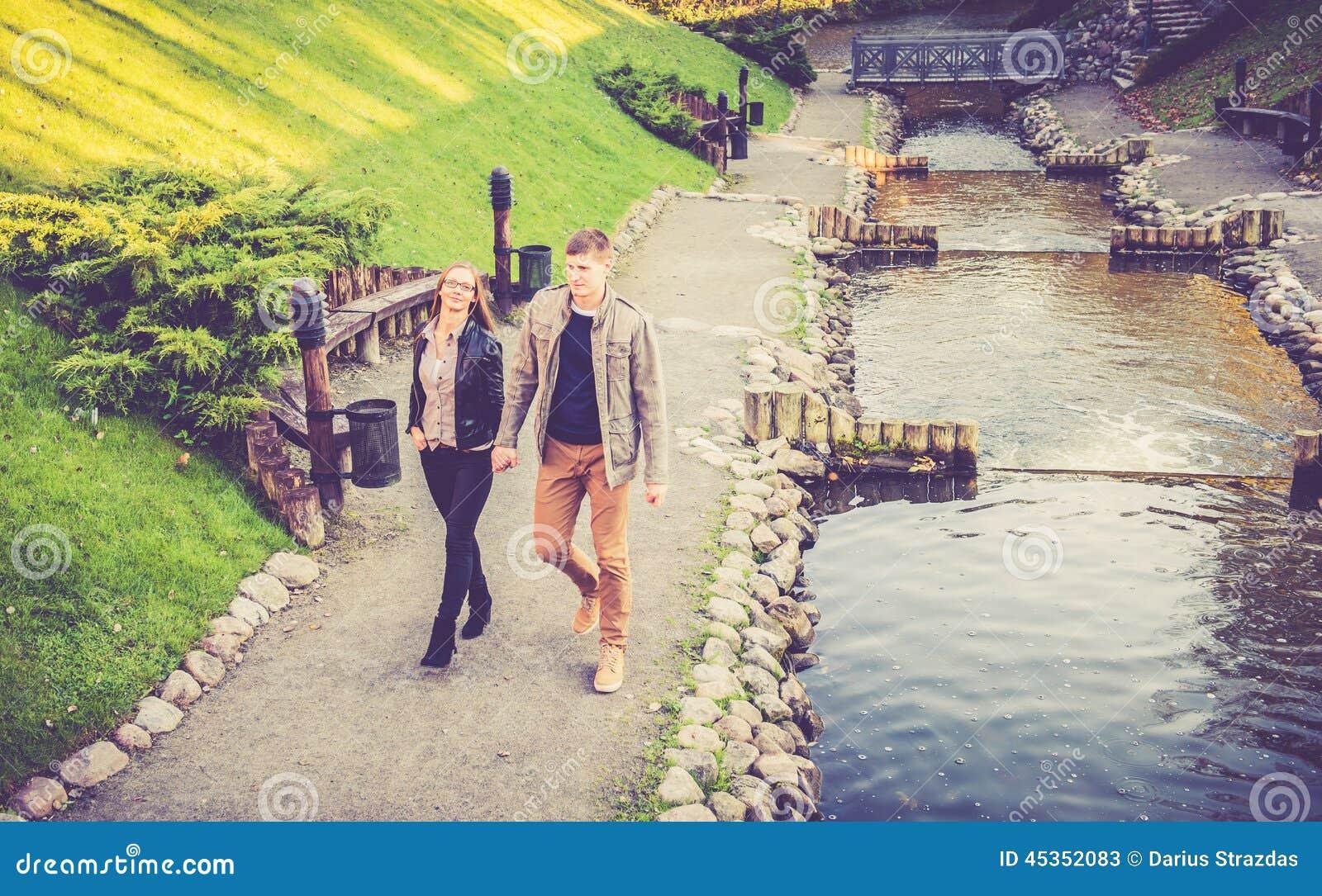 Amants en parc