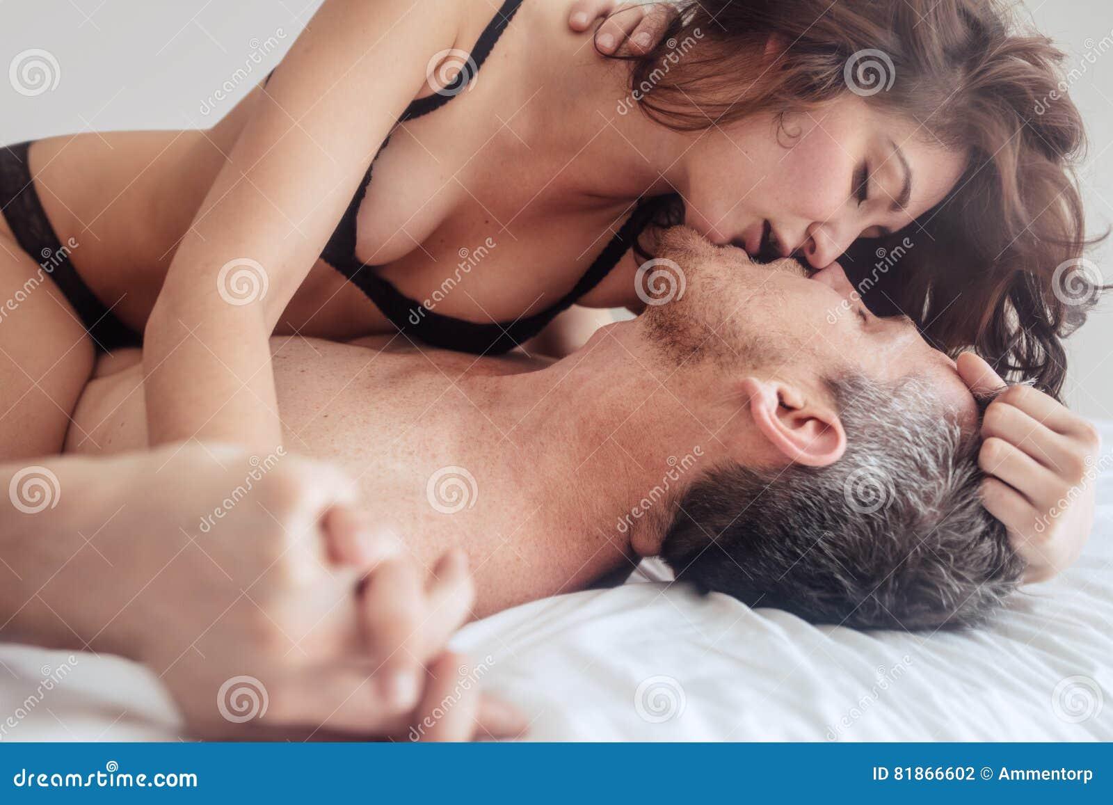 lesbiennes attrapé ayant sexe