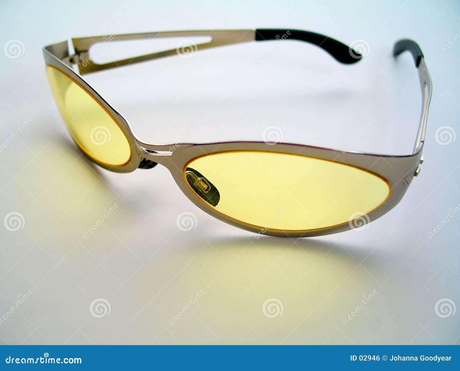Amarele óculos de sol matizados