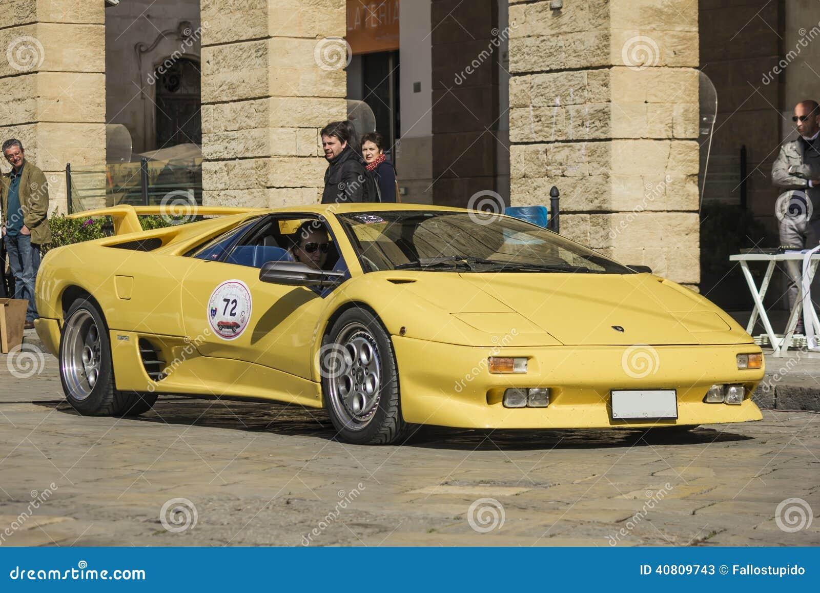 Amarillo De Lamborghini Diablo Foto De Archivo Editorial Imagen De