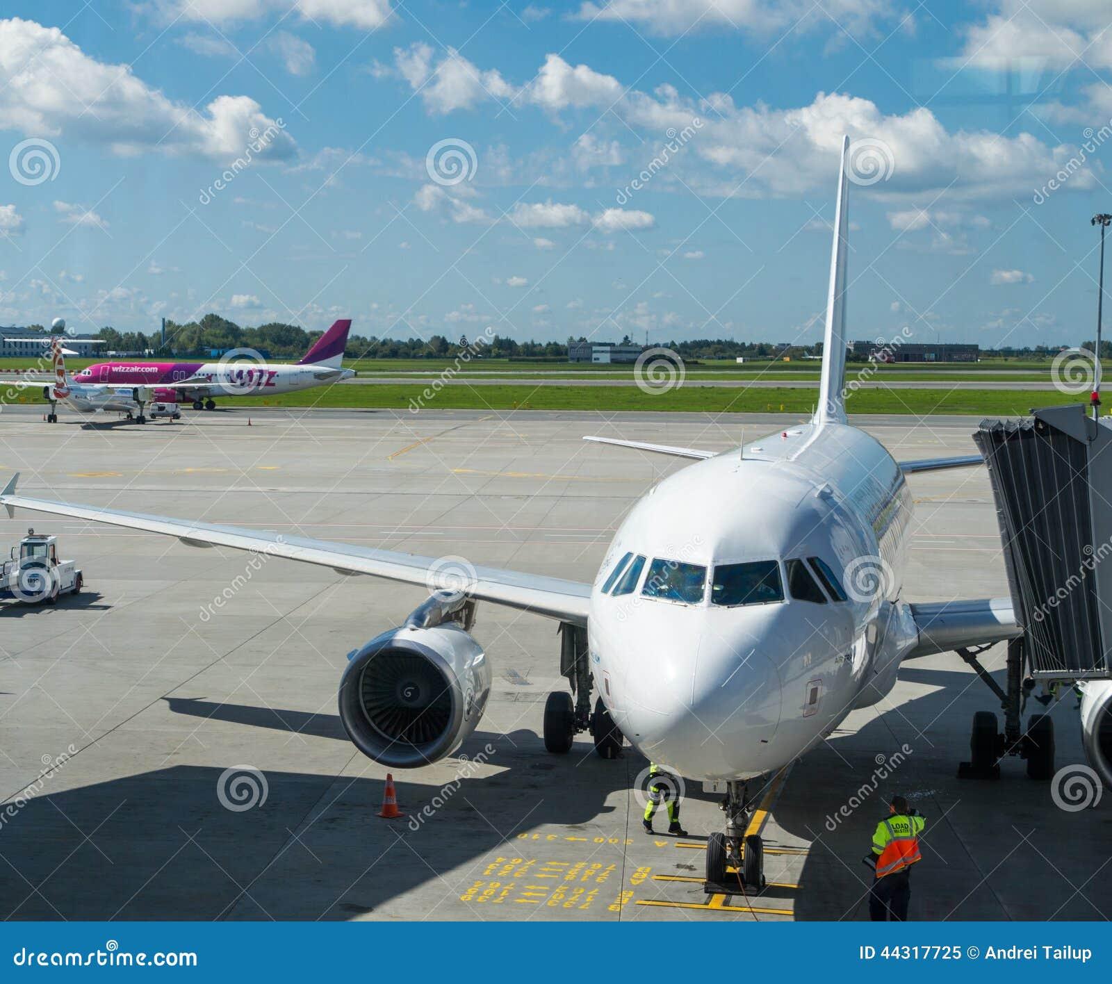 Amarrage d avion blanc