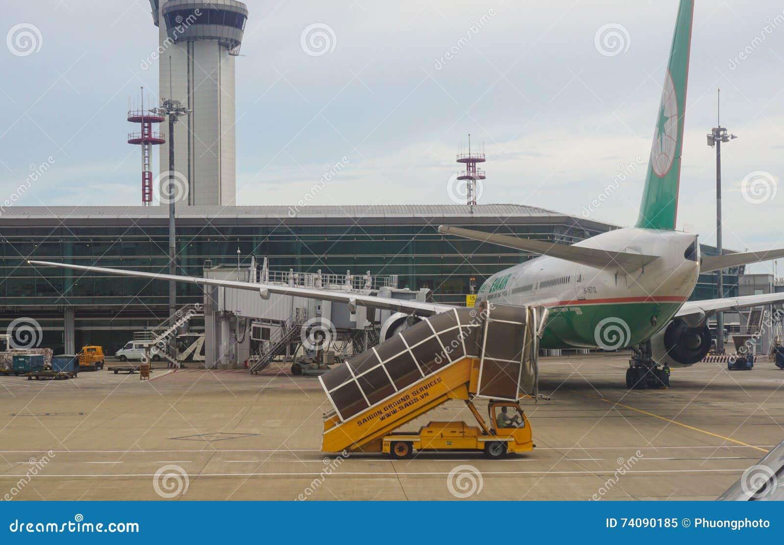 Amarrage d avion d EVA à l aéroport dans Saigon, Vietnam