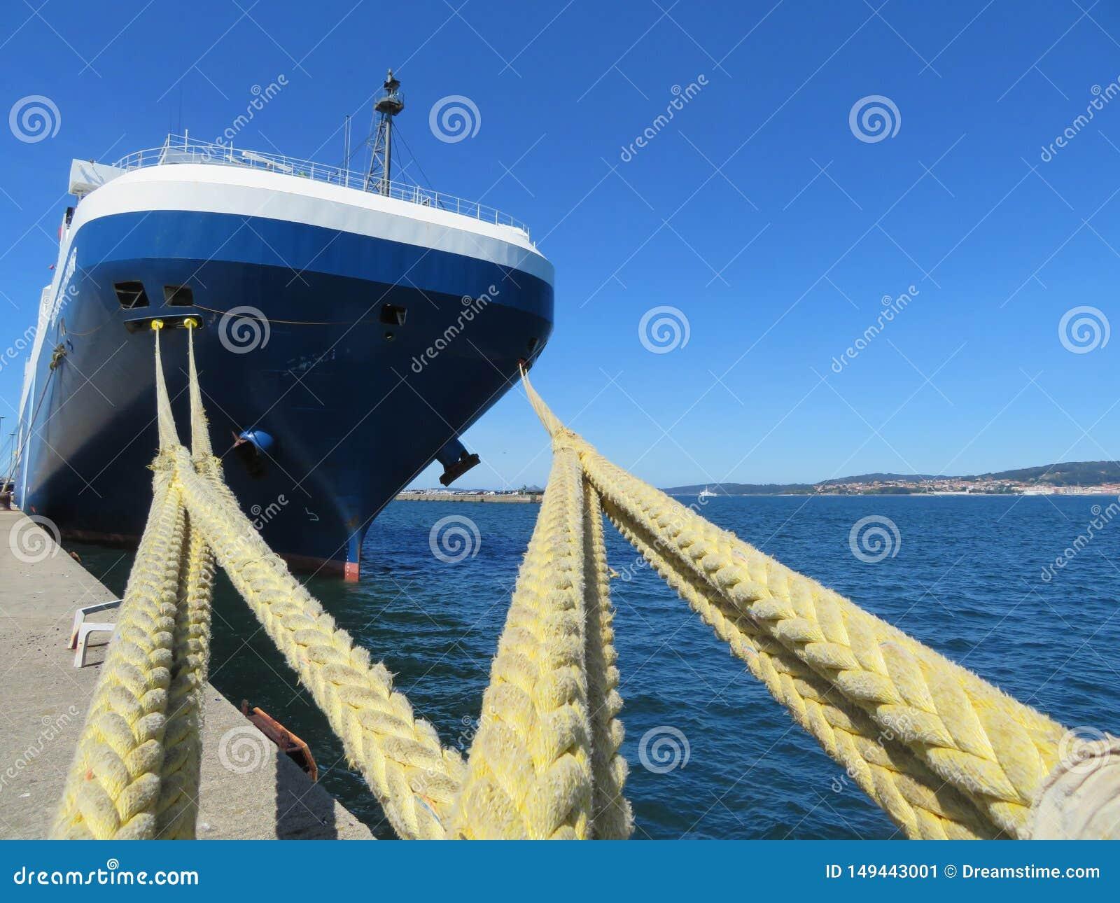 Amarrent le port o? le bateau gar? r?approvisionner en combustible et r?parer