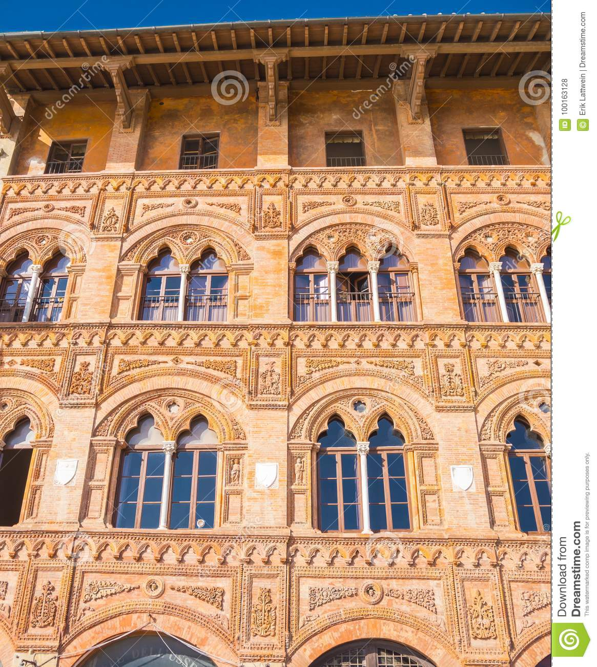 Amazing mansion in the city of Pisa - beautiful house facade