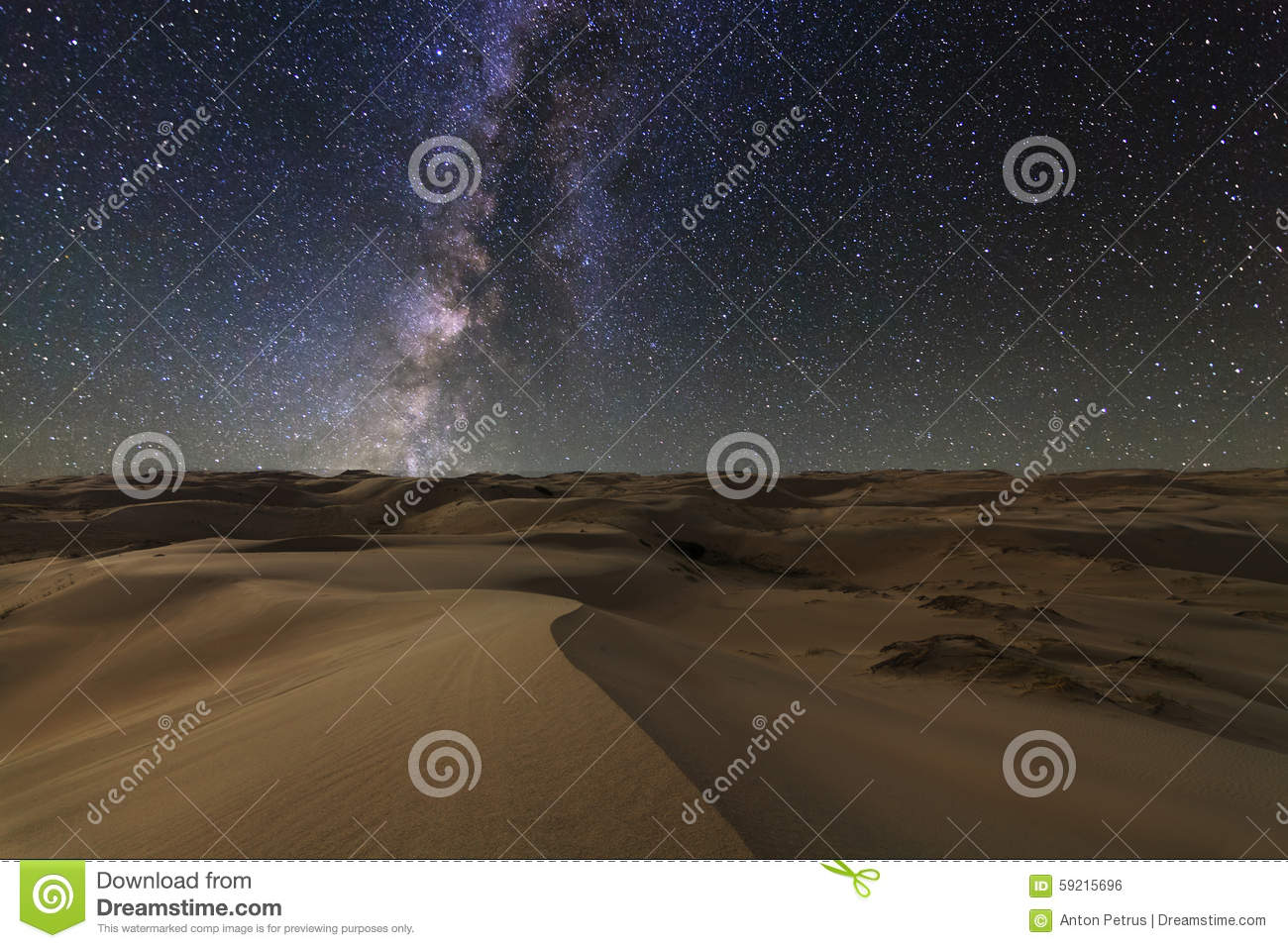 Amazing views of the Gobi desert under the starry sky.