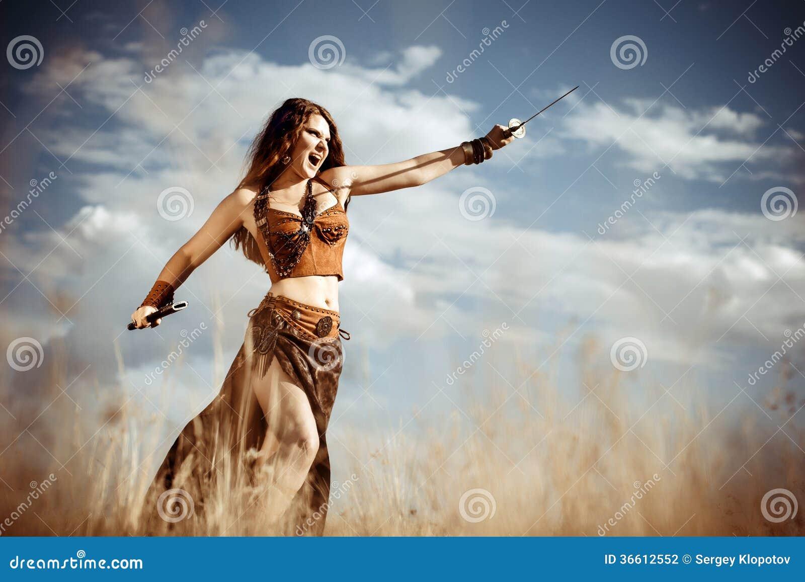 Amazonas mit einer Klinge